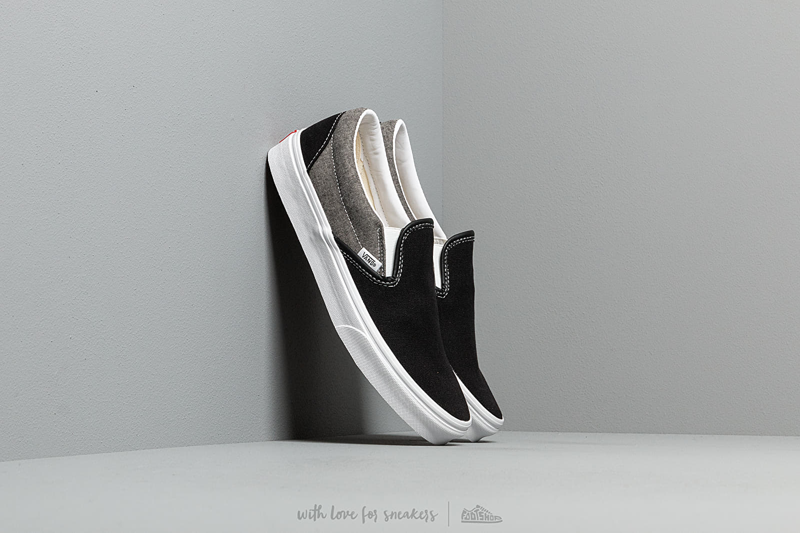 Vans Classic Slip-On (Chambray) Canvas Black at a great price 62 € buy at Footshop