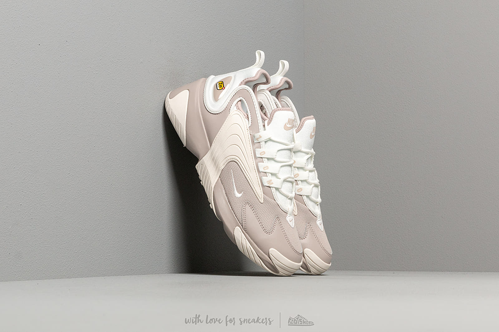 best service 7a394 c72eb Nike Wmns Zoom 2K. Moon Particle  Summit White