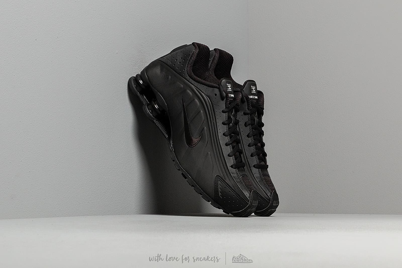 f11b4f98b5 Nike Shox R4 Black/ Black-Black-White at a great price £121