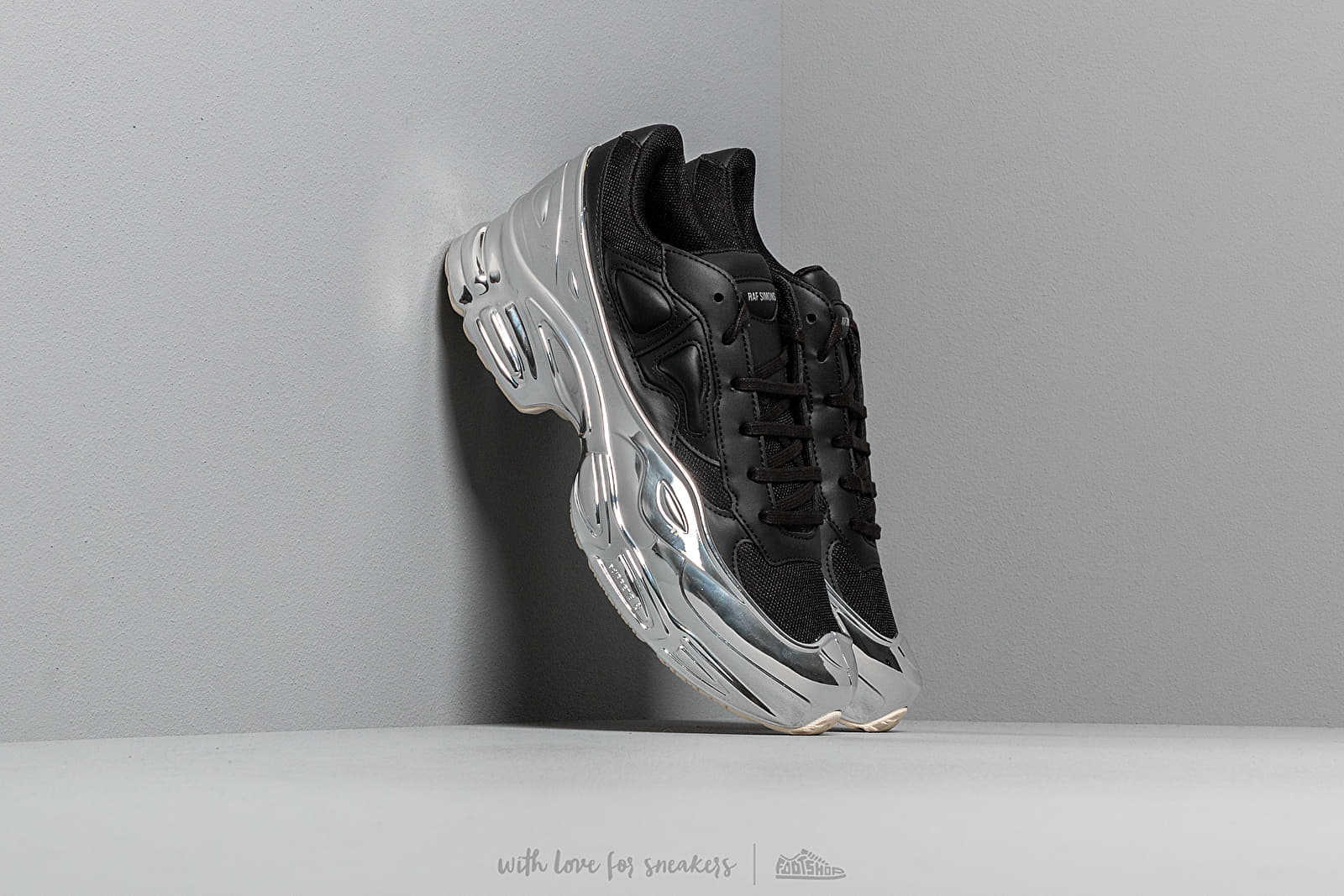adidas x Raf Simons Ozweego Core Black/ Silver Metallic/ Silver Metallic at a great price 348 € buy at Footshop