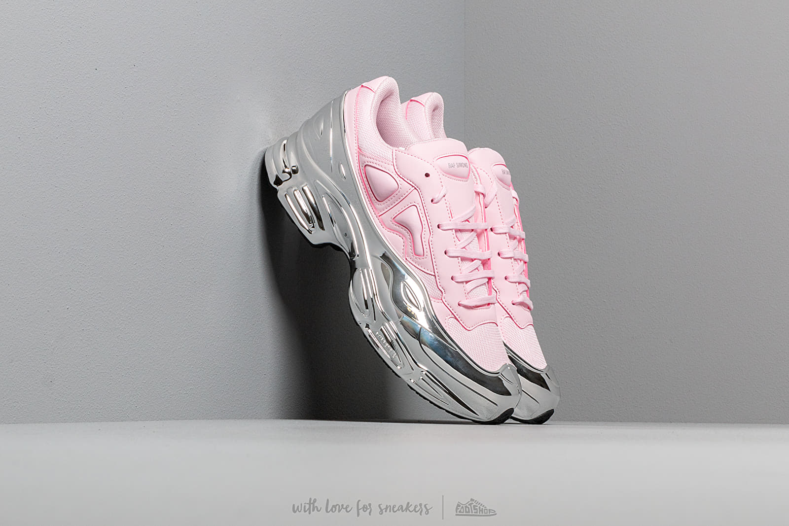 adidas x Raf Simons Ozweego Clear Pink/ Silver Metallic/ Silver Metallic za skvělou cenu 9 490 Kč koupíte na Footshop.cz
