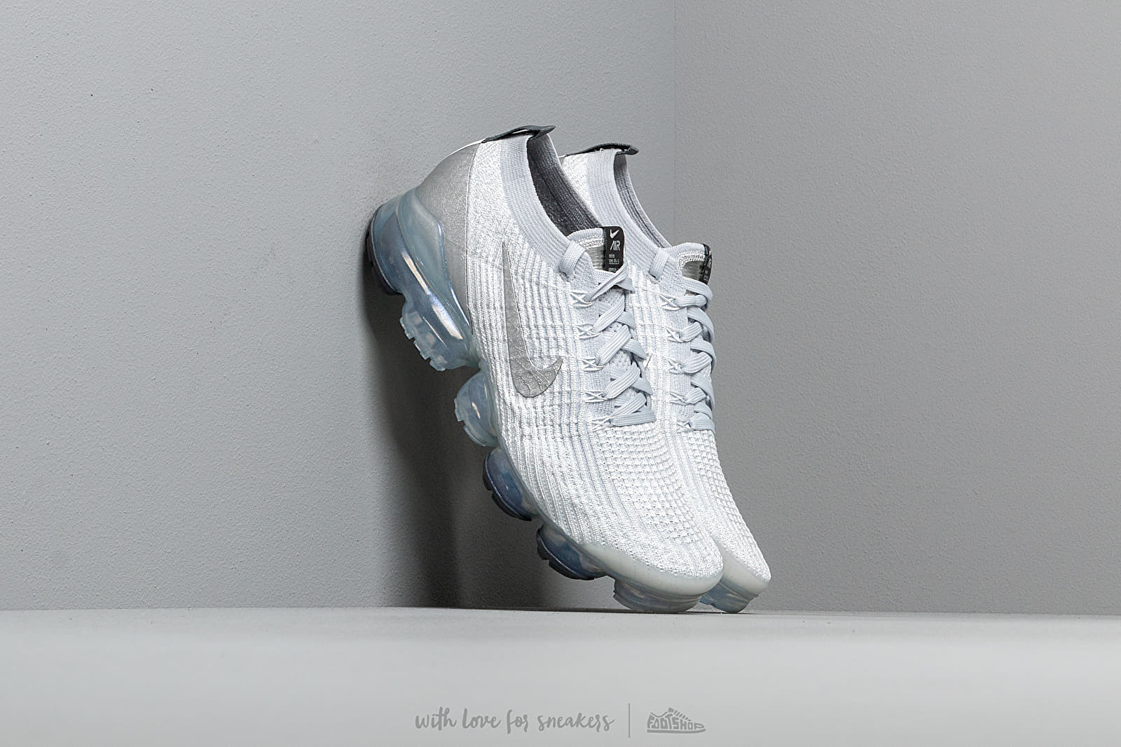 Nike Air Vapormax Flyknit 3 White/ Metallic Silver-Pure Platinum at a great price 198 € buy at Footshop