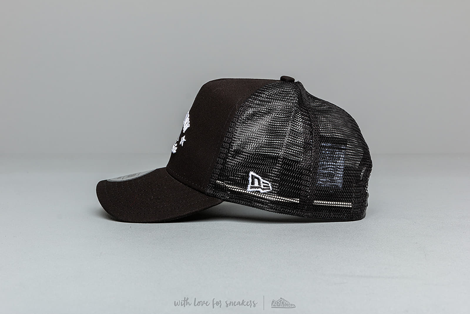 detailed look b2f65 2f349 New Era 9Forty A Frame Long Beach Trucker Cap Black at a great price  31 buy