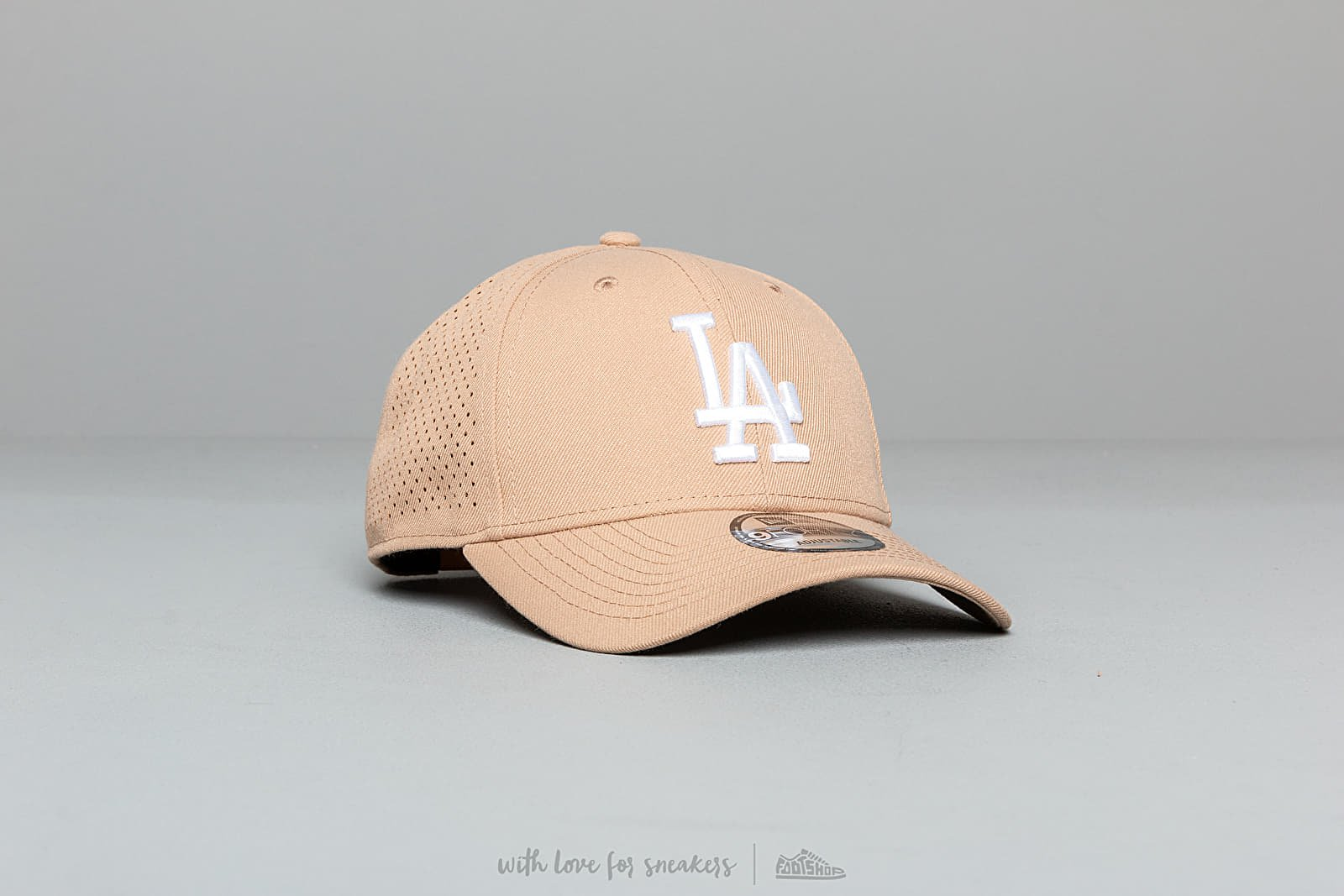 New Era 9Forty MLB Polyester Perfored Los Angeles Dodgers Snapback Brown at a great price 32 € buy at Footshop