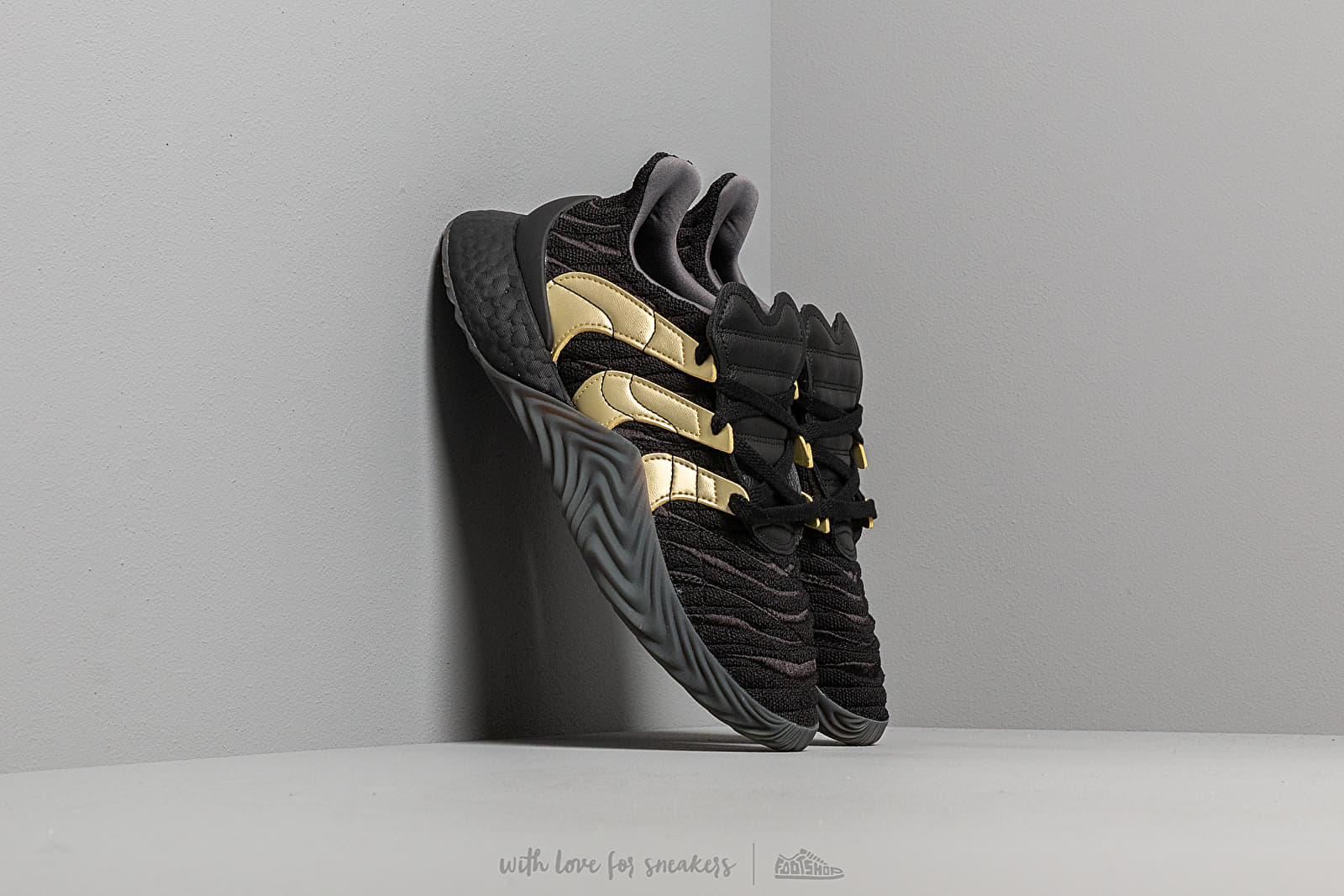 Ανδρικά παπούτσια adidas Sobakov Boost Core Black/ Gold Metallic/ Carbon