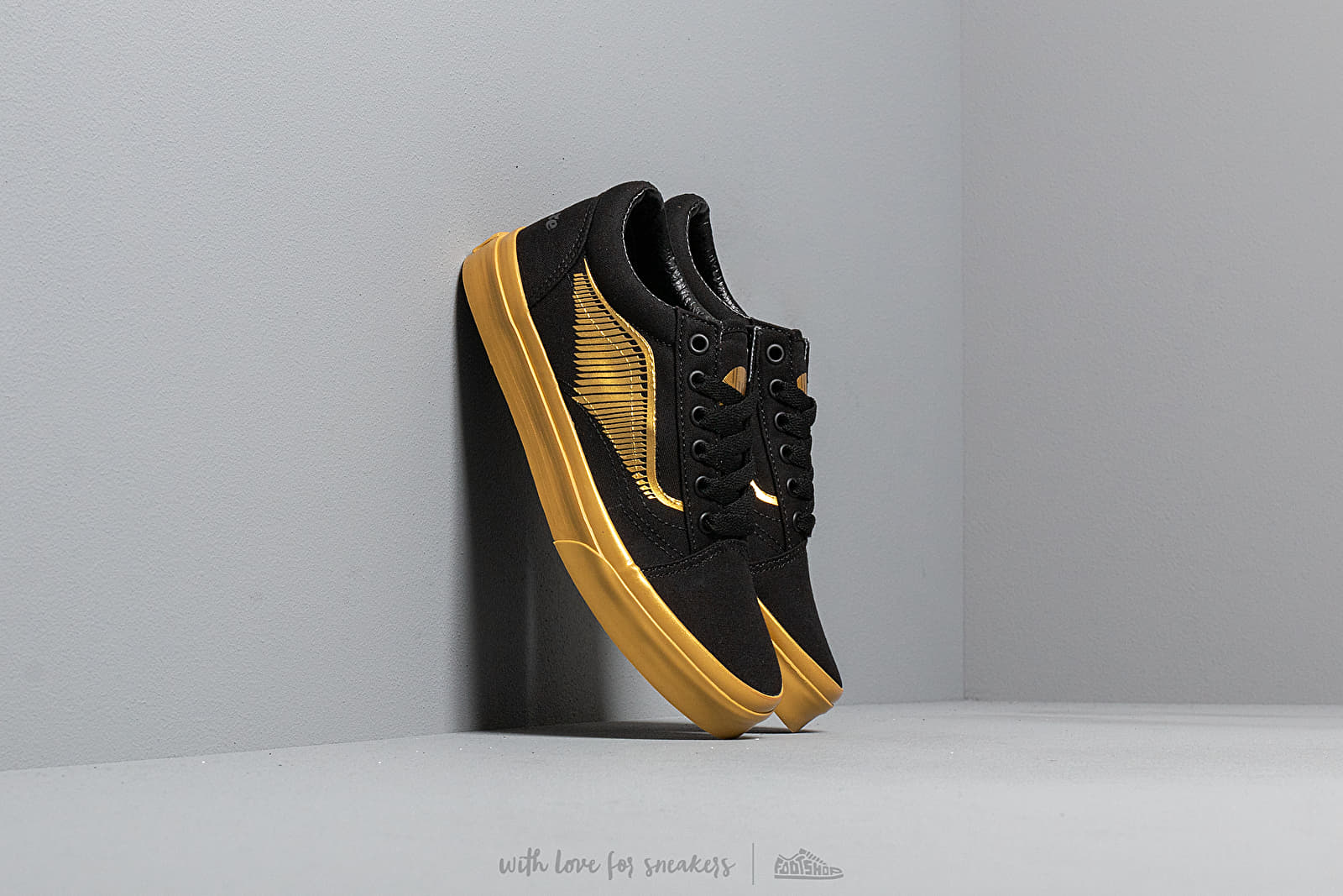 Vans x Harry Potter Old Skool Golden Snitch/ Black at a great price 50 € buy at Footshop