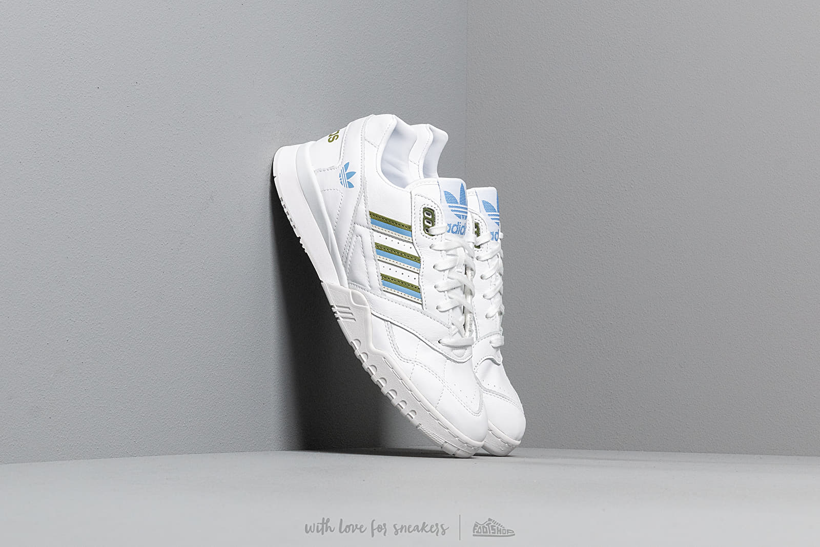 Women's shoes adidas A.R. Trainer W Ftw White/ Tech Olive/ Real Blue