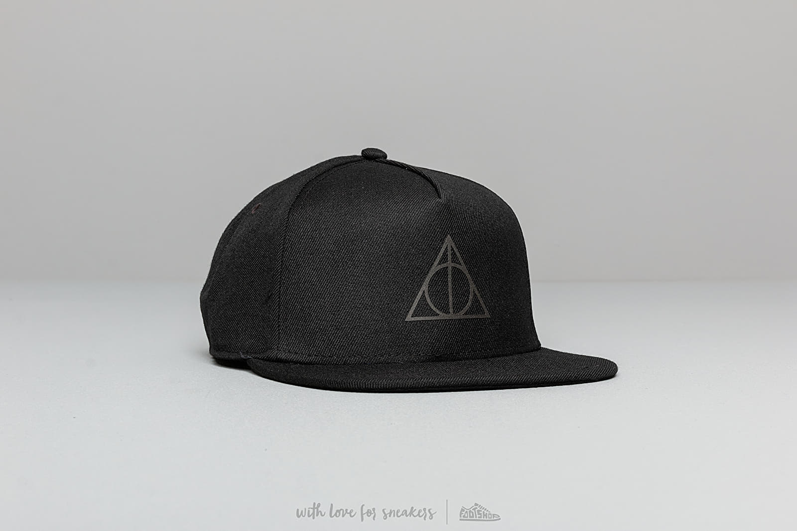 Vans x Harry Potter Deathly Hallows Snapback Black at a great price 29 € buy at Footshop