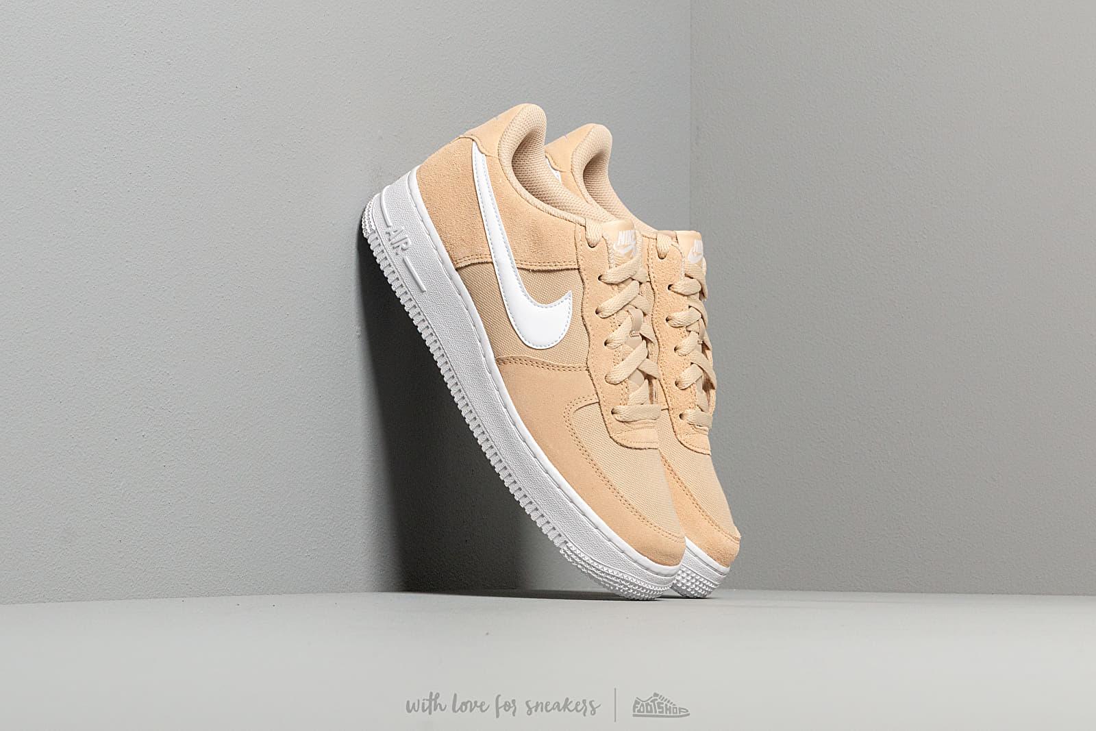 Nike Air Force 1 Pe (GS) Desert Ore/ White za skvělou cenu 2 090 Kč koupíte na Footshop.cz