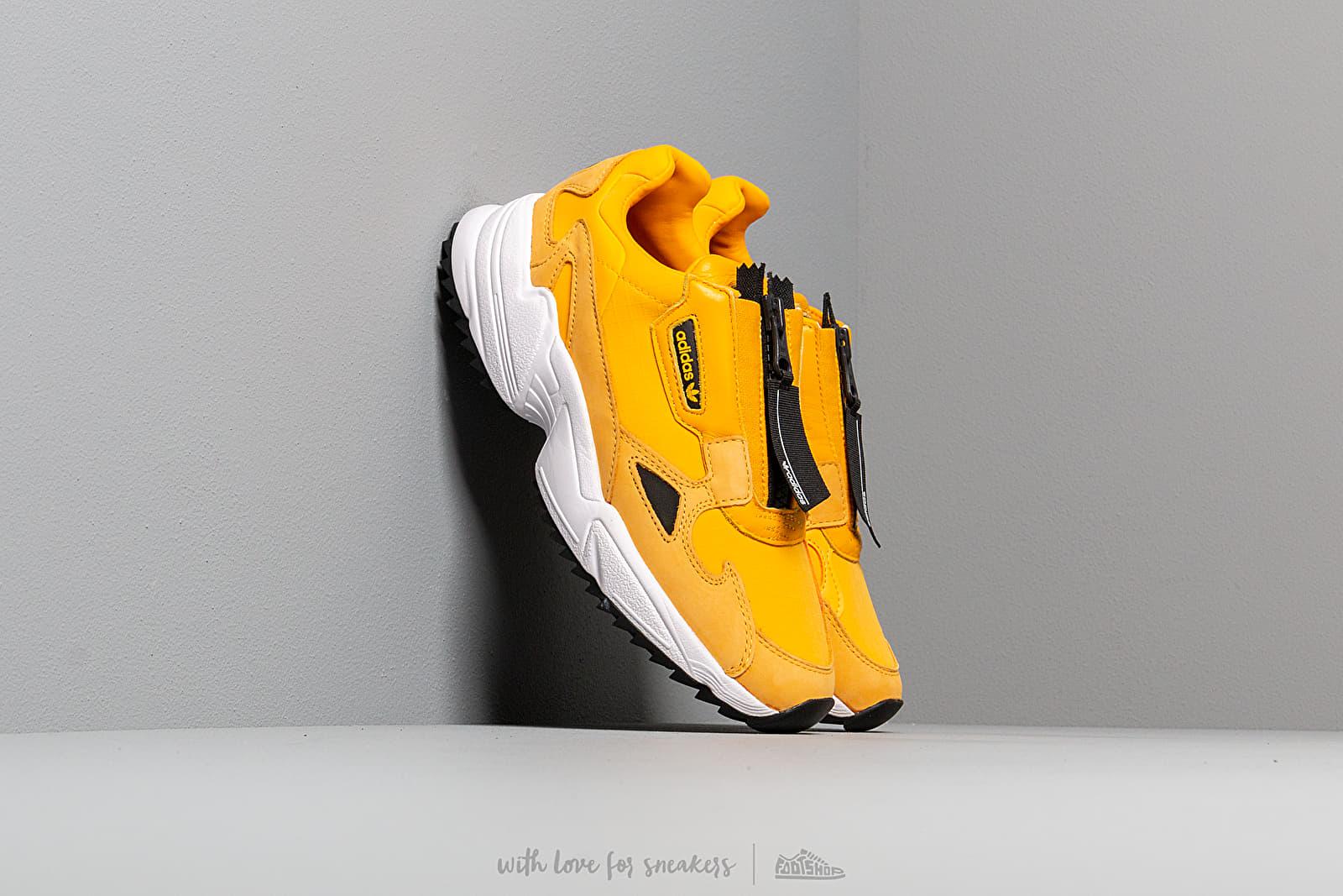 adidas Falcon Zip W Active Gold/ Core Black/ Ftw White za skvelú cenu 110 € kúpite na Footshop.sk