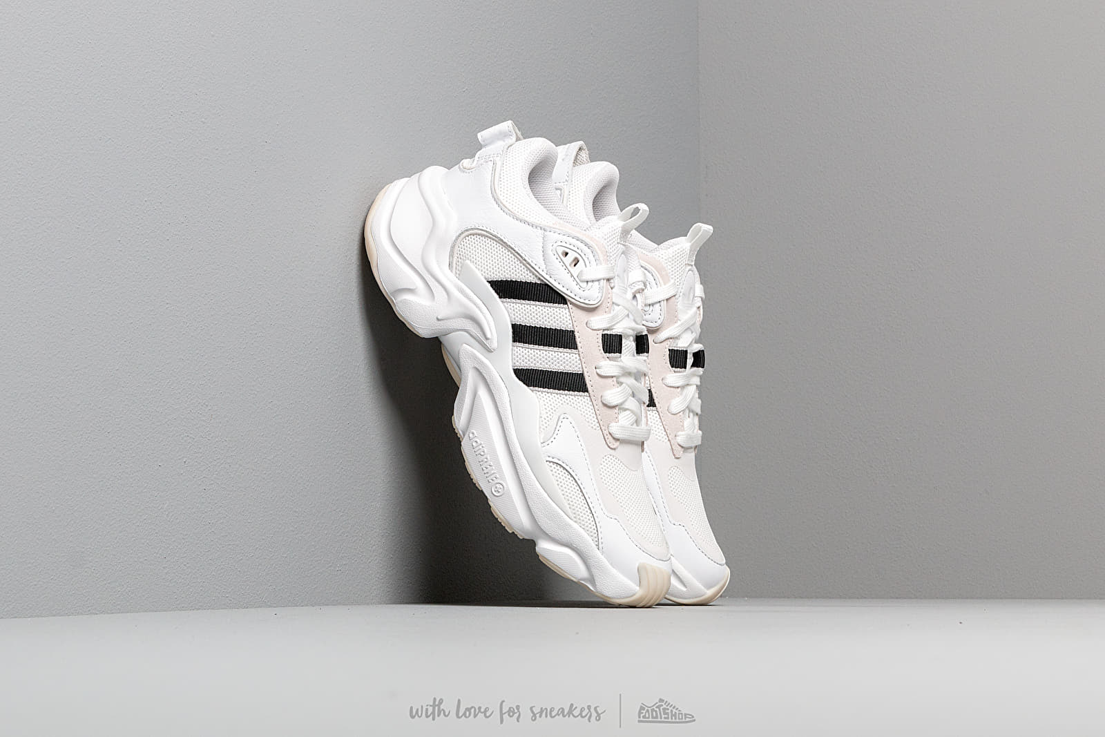 Zapatillas mujer adidas Magmur Runner W Ftw White/ Core Black/ Grey Two