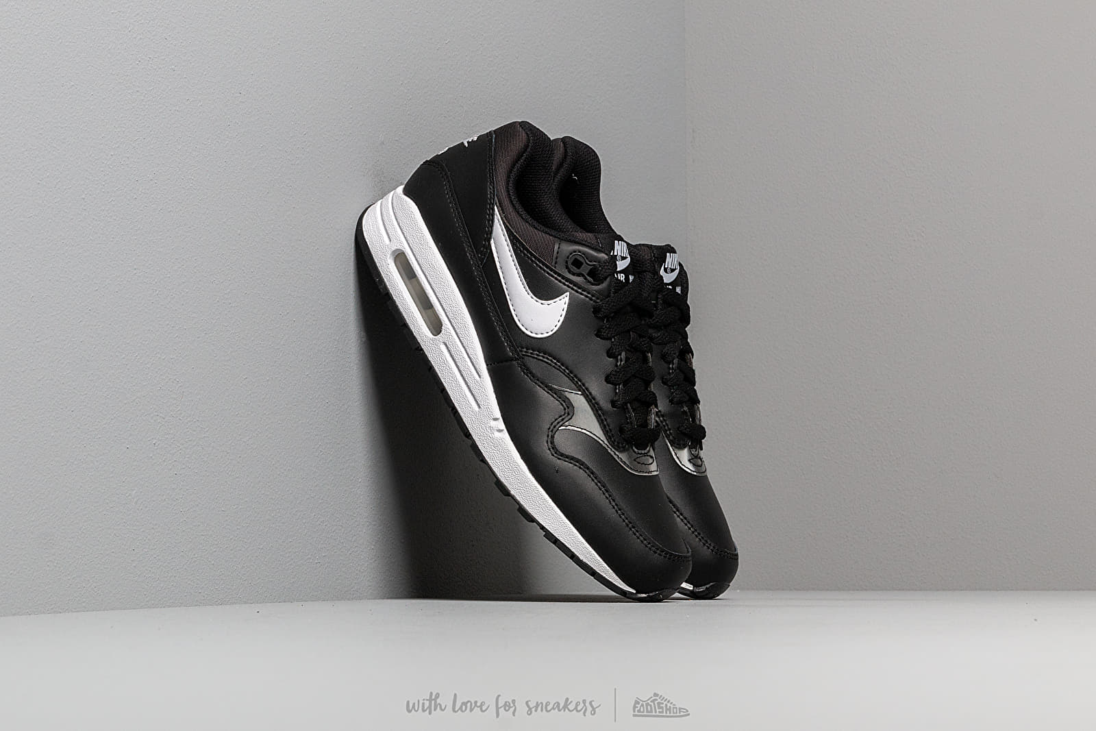 Nike Wmns Air Max 1 Black/ White at a great price 128 € buy at Footshop