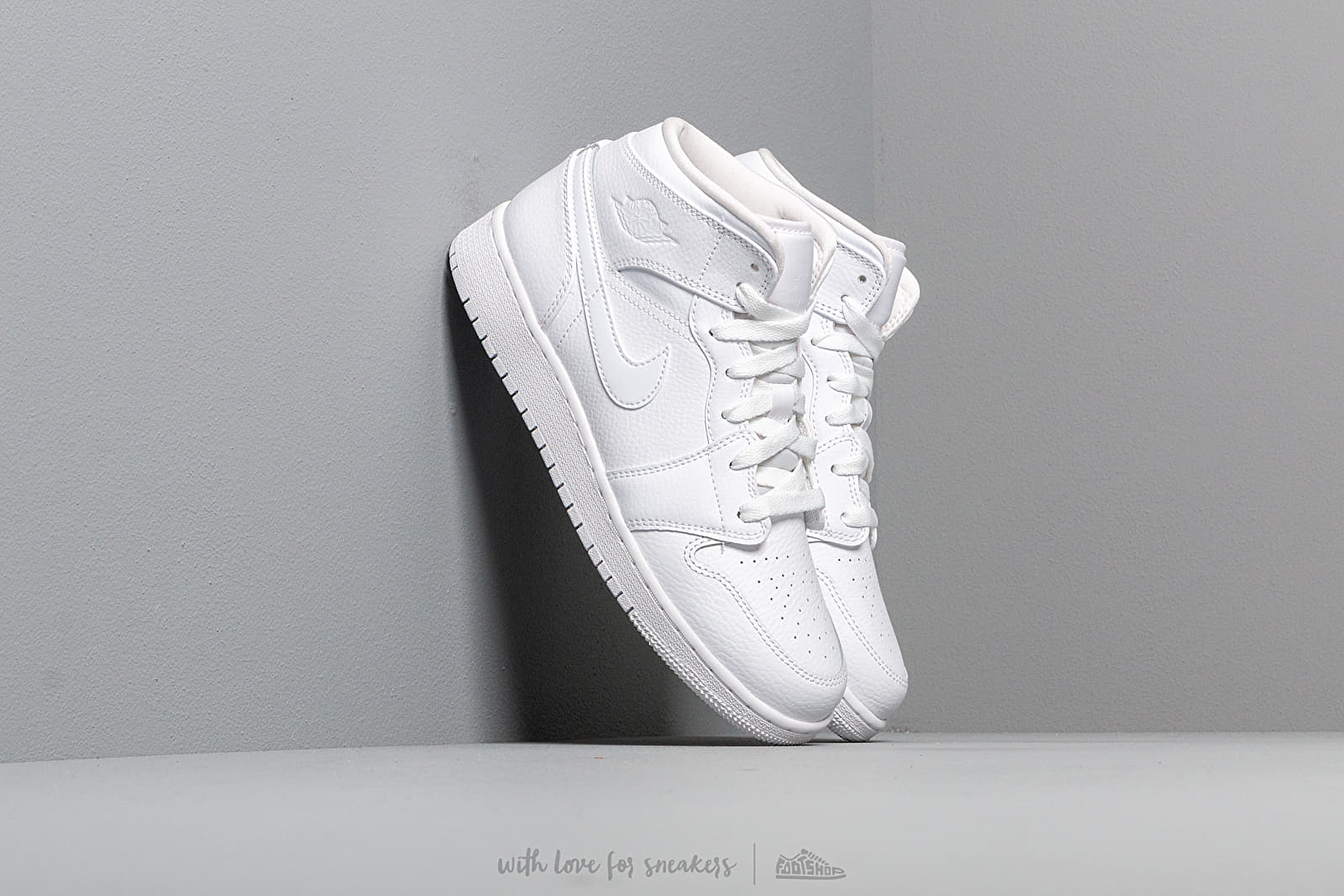 Air Jordan 1 Mid (GS) White/ White-White at a great price 77 € buy at Footshop