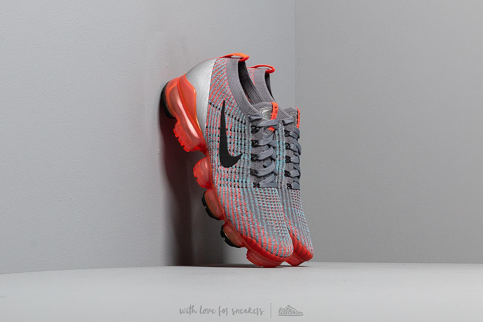 Nike W Air Vapormax Flyknit 3 Flash Crimson/ Black-Cool Grey-Blue Fury za skvělou cenu 5 390 Kč koupíte na Footshop.cz
