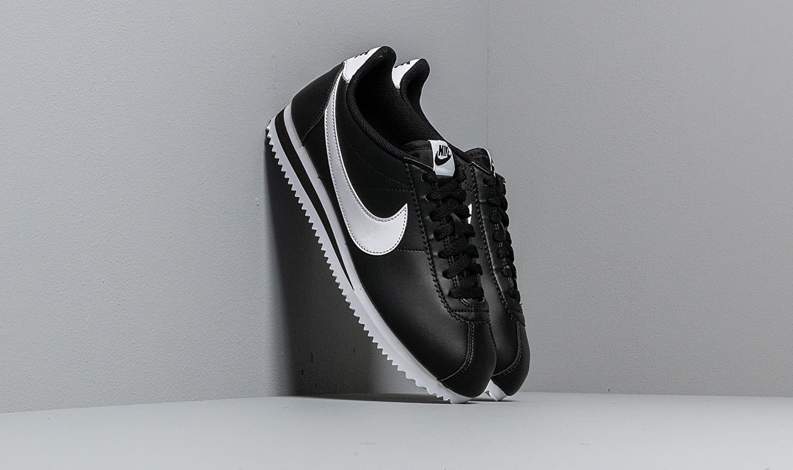 Nike Wmns Classic Cortez Leather Black/ White-White EUR 40.5