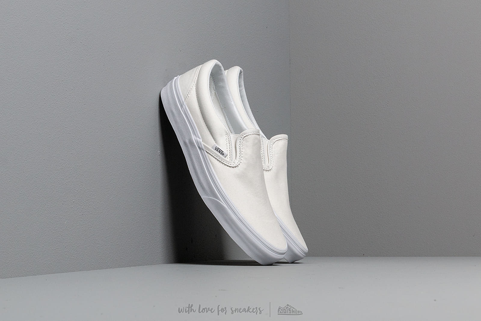 Vans Classic Slip-On True White at a great price 65 € buy at Footshop