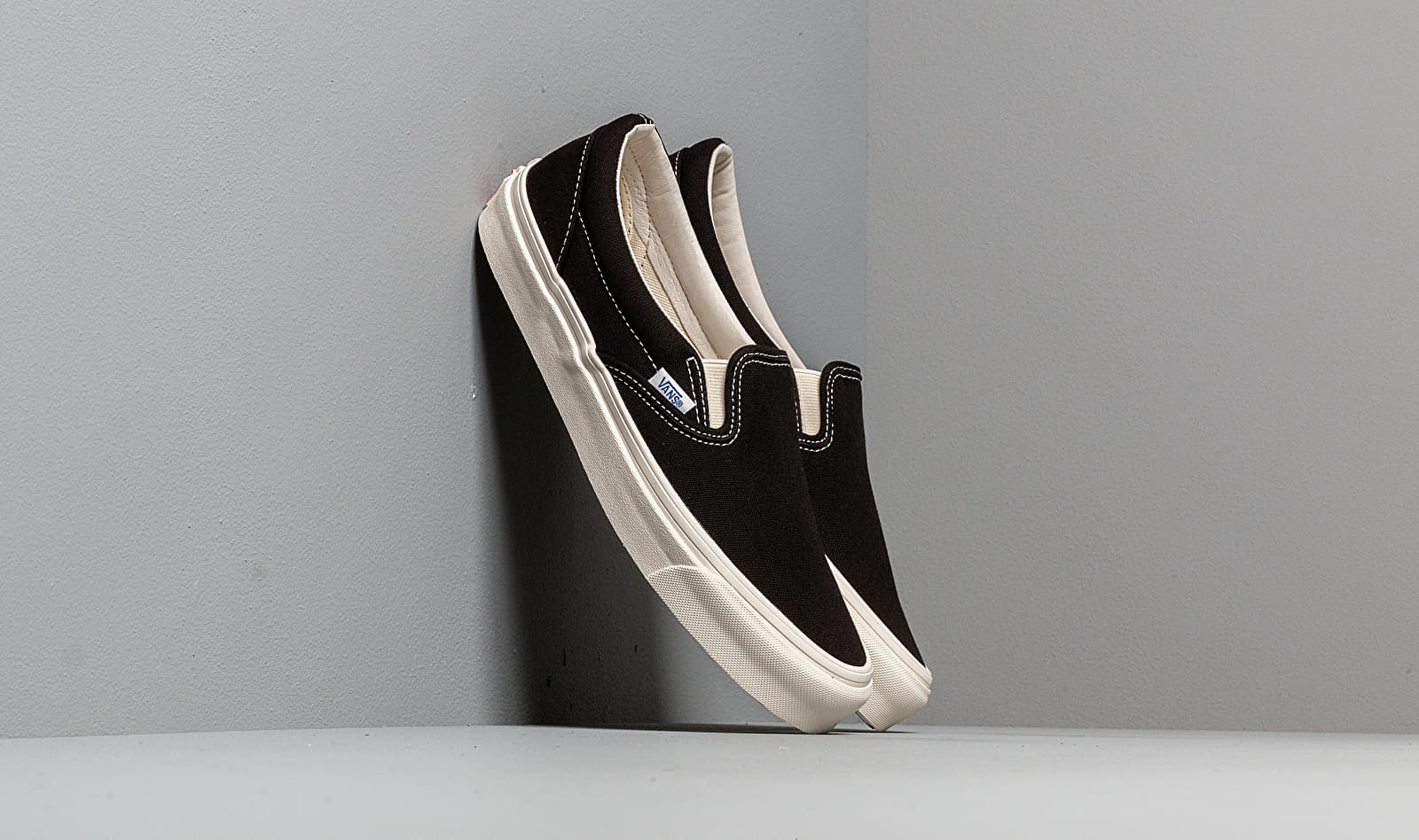 Vans OG Classic Slip On LX (Canvas) Black EUR 40