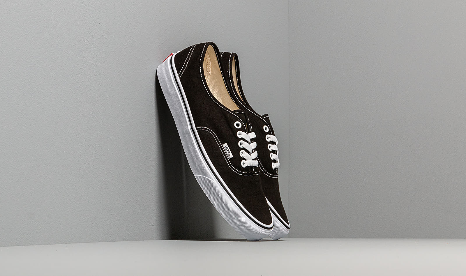 Vans Authentic Black/ True White EUR 40.5