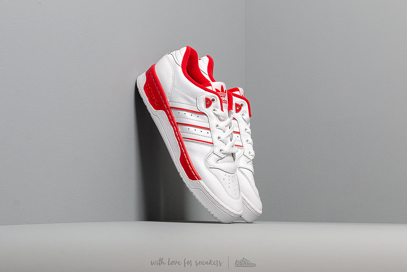 Männer adidas Rivalry Low Ftw White/ Ftw White/ Scarlet