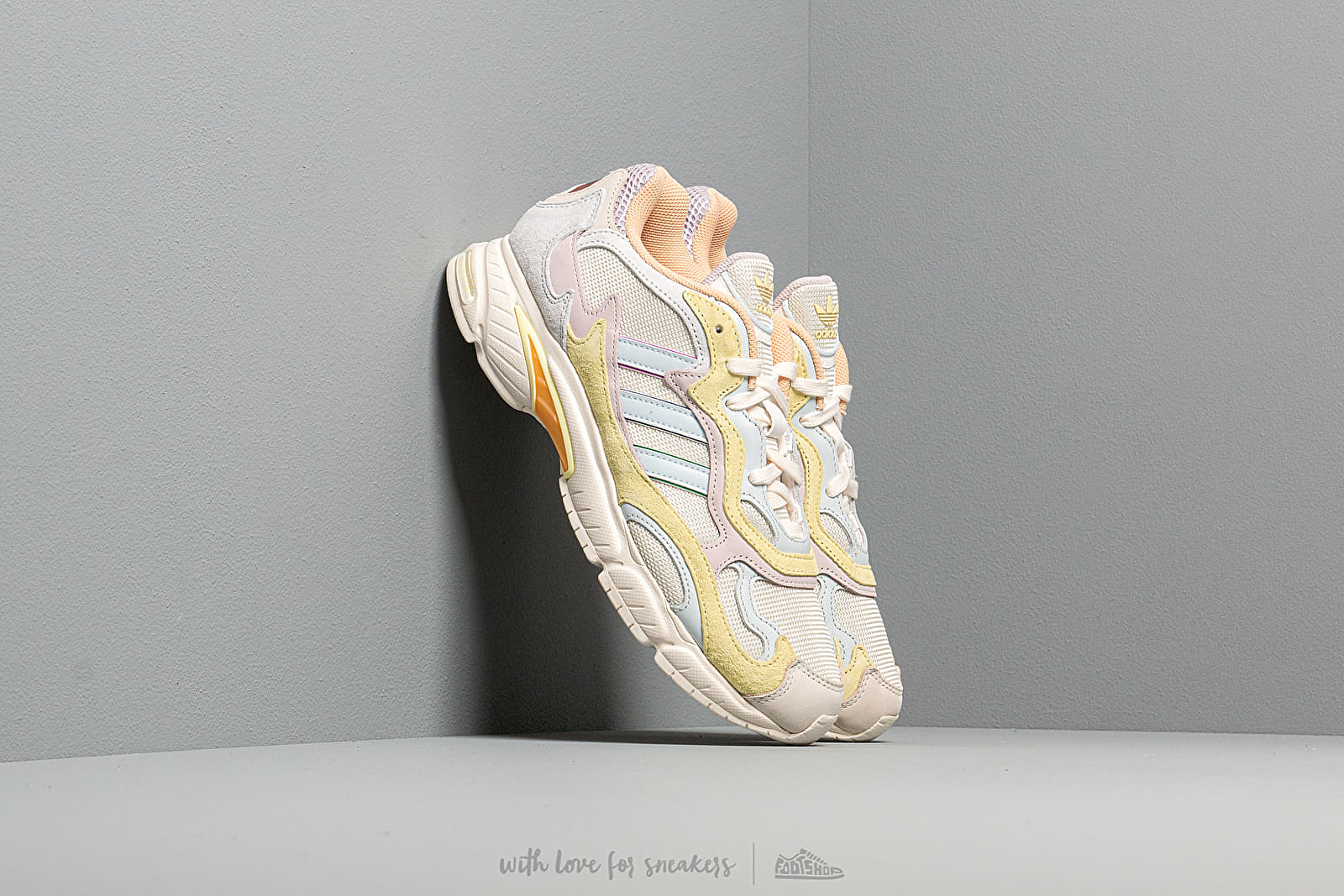 Férfi cipők adidas Temper Run Pride Off White/ Blue Tint/ Ice Yellow