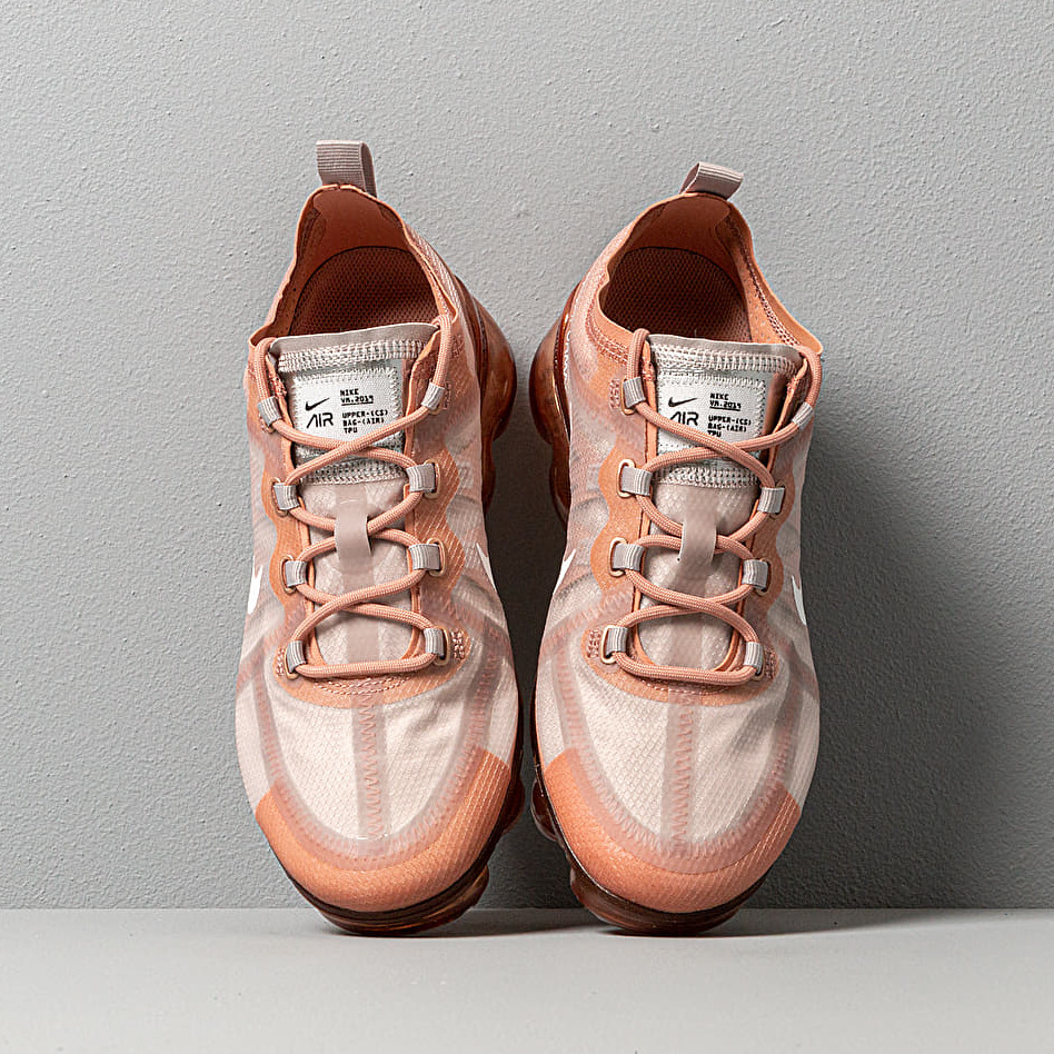 Nike Wmns Air Vapormax 2019 Rose Gold/ Summit White-Moon Particle, Brown
