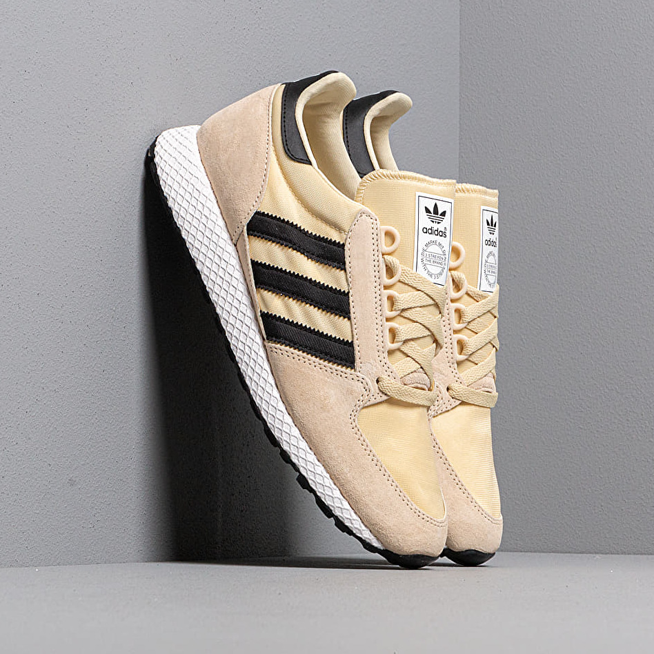 adidas FOREST GROVE Easy Yellow/ Core Black/ Ftw White EUR 45 1/3