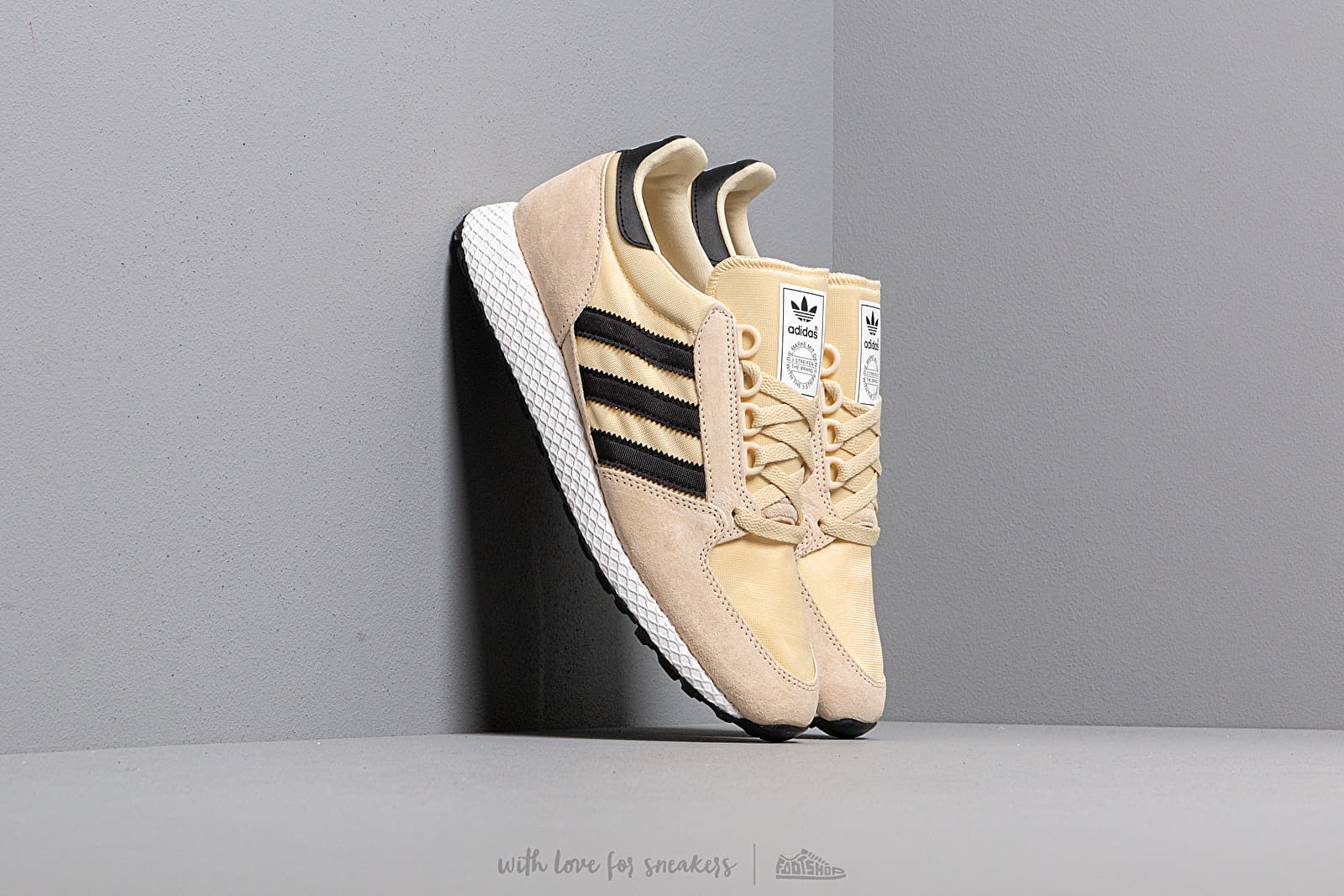 Férfi cipők adidas FOREST GROVE Easy Yellow/ Core Black/ Ftw White