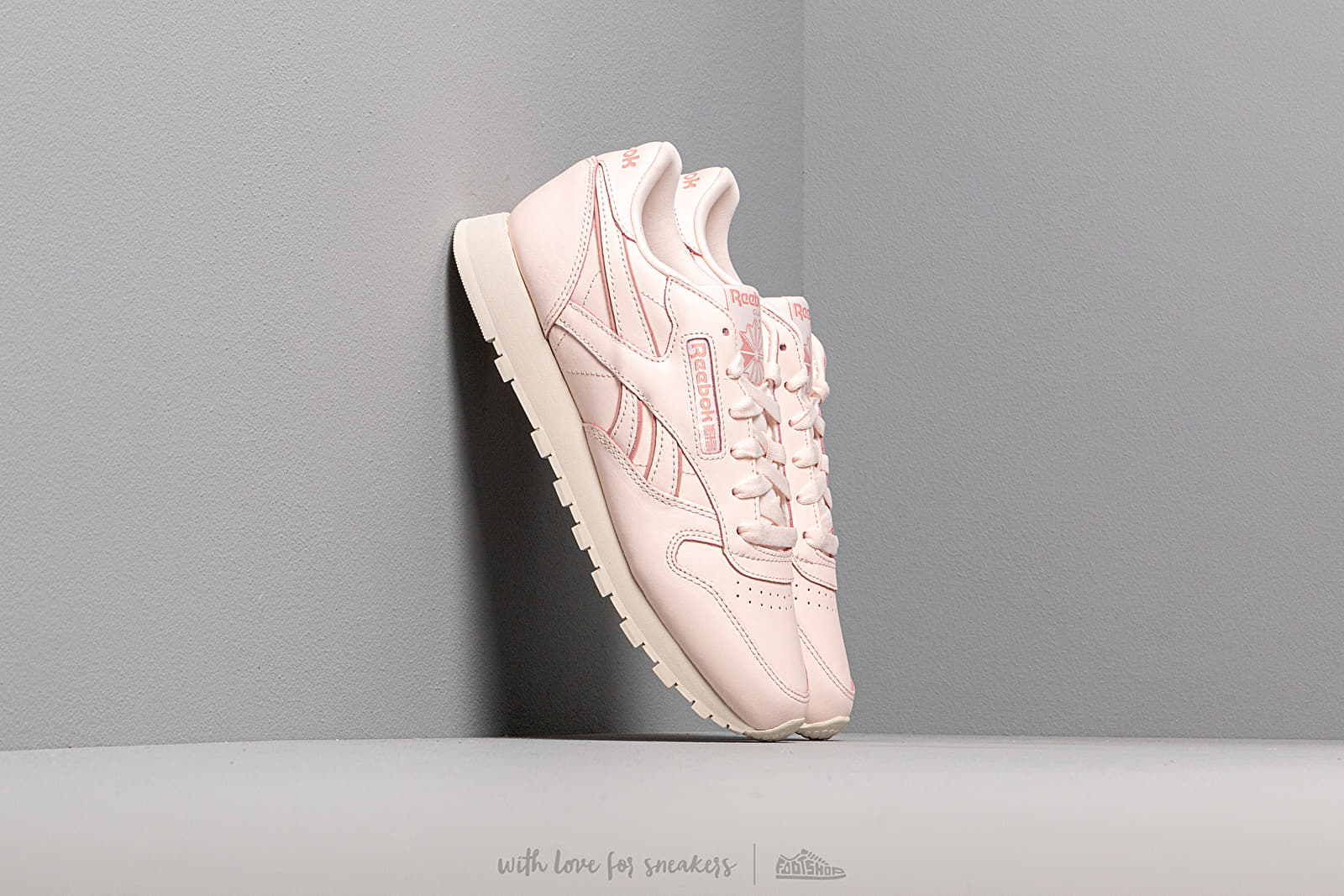 Women's shoes Reebok Classic Leather Pale Pink/ Paper White/ Chalk