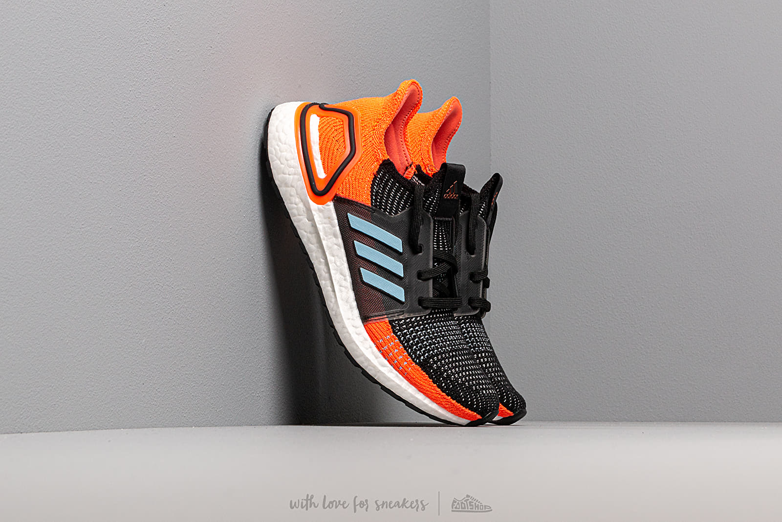 premium selection 8bf0e 7fc4a adidas UltraBOOST 19 W Core Black/ Glow Blue/ Hi-Res Coral