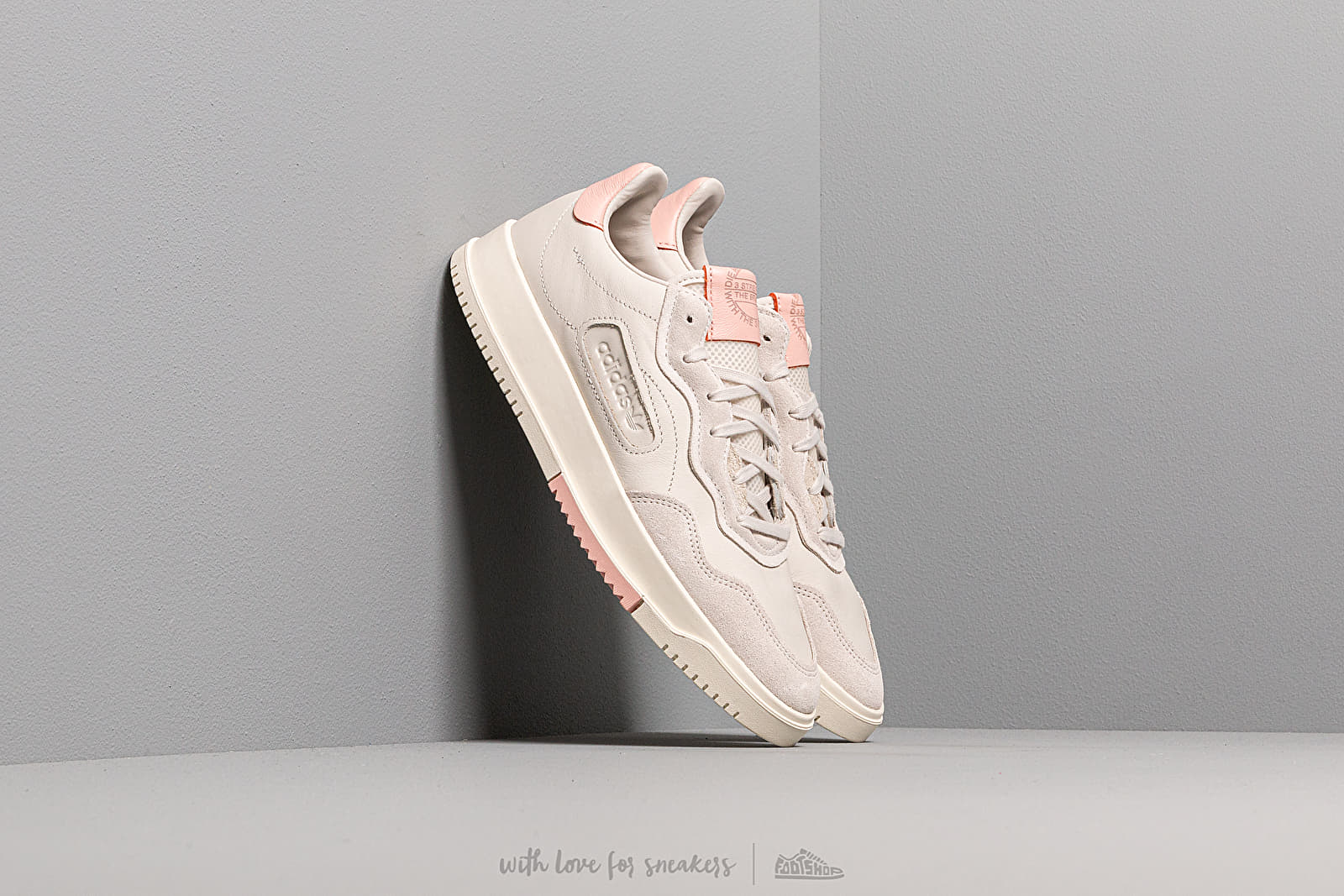 Chaussures et baskets homme adidas SC Premiere Raw White/ Raw White/ Vapor Pink