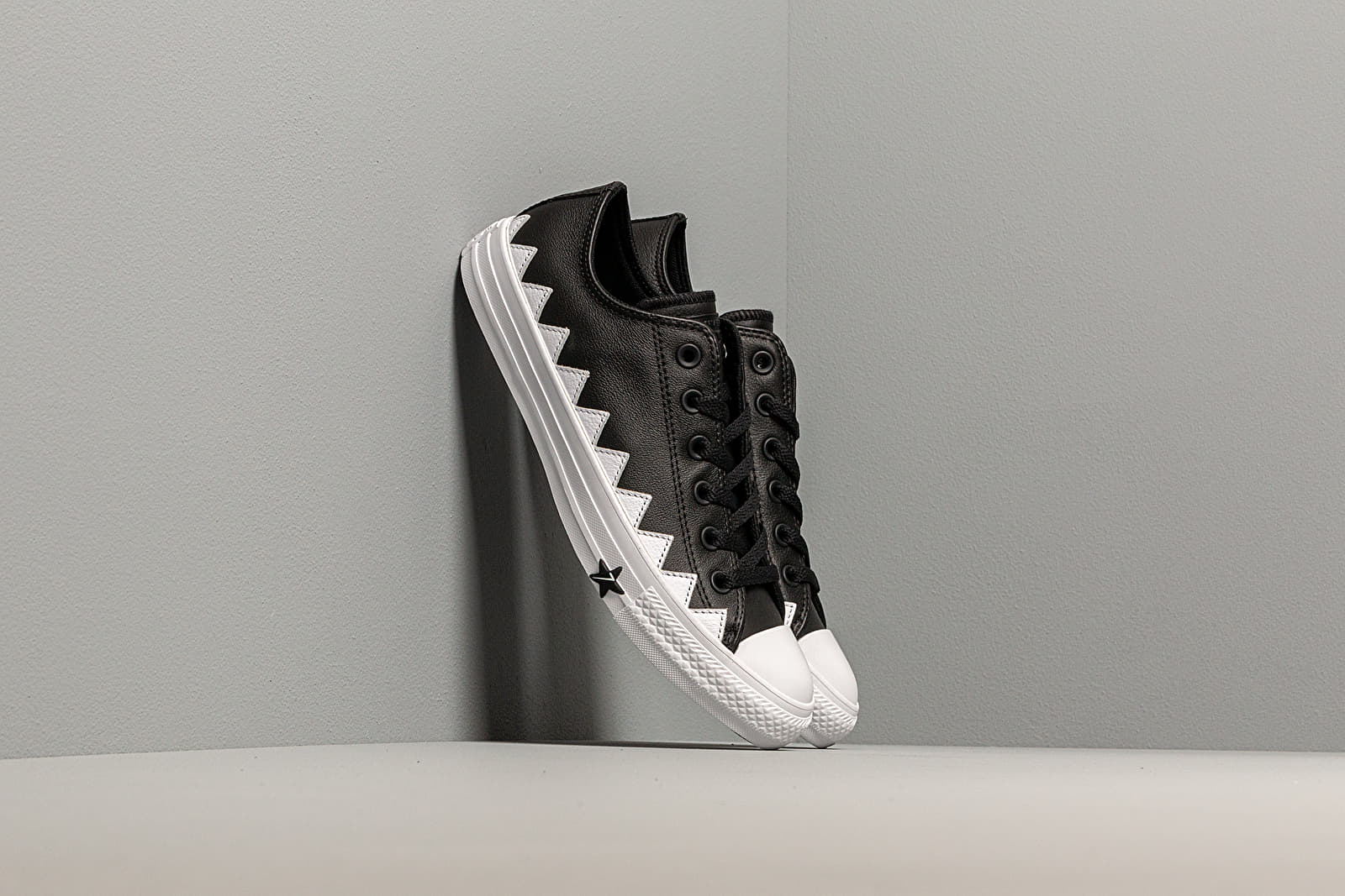 Дамски кецове и обувки Converse Chuck Taylor All Star Mission-V Black/ White/ White