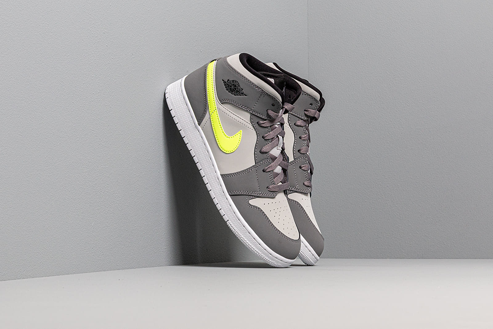 Women's shoes Air Jordan 1 Mid (GS) Gunsmoke/ Volt-Neutral Grey-White