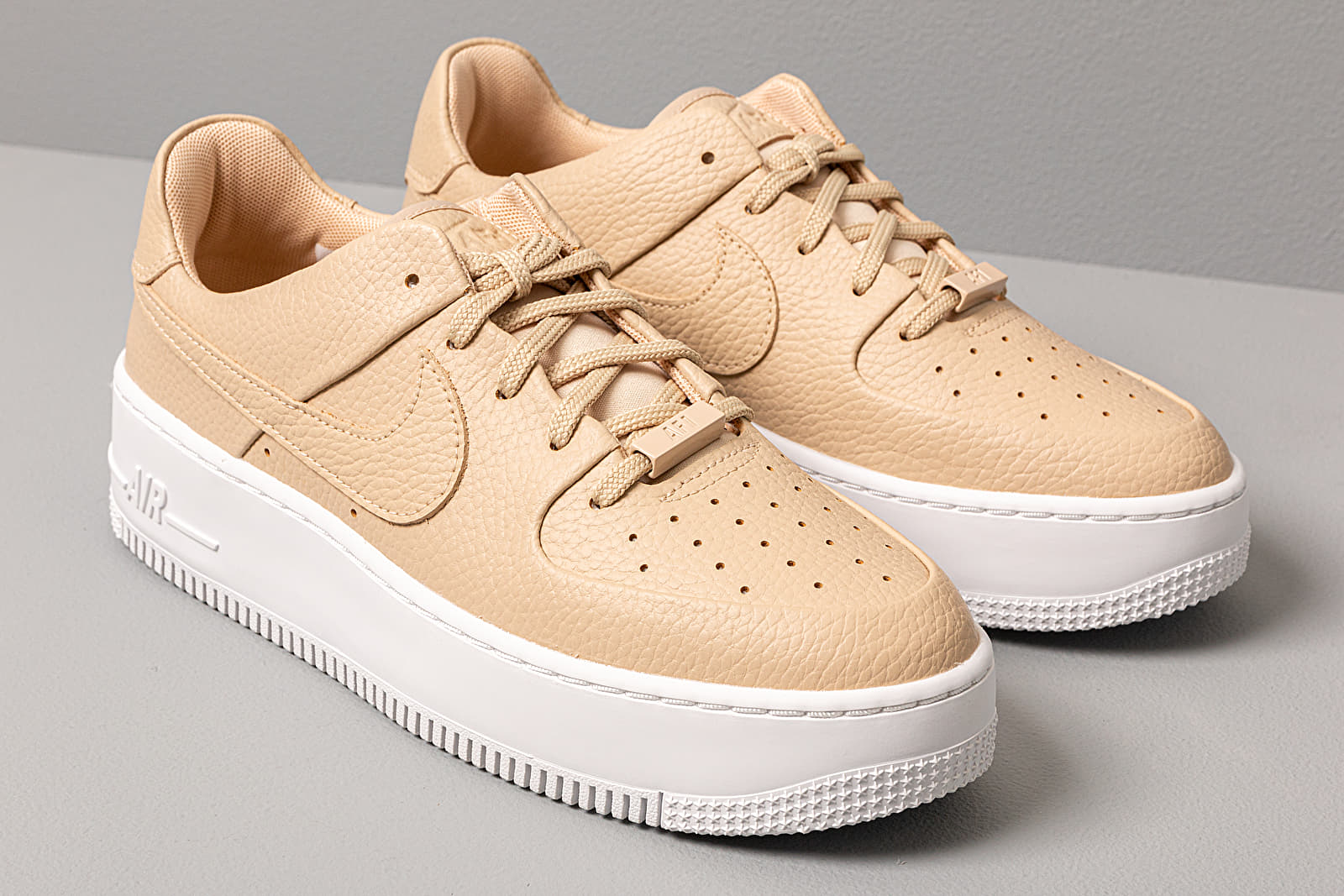 shoes Nike W Air Force 1 Sage Low