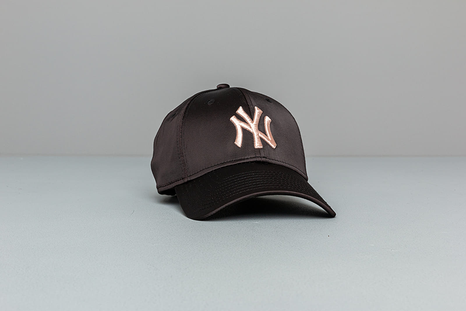 New Era 9Forty MLB Satin New York Yankees Cap