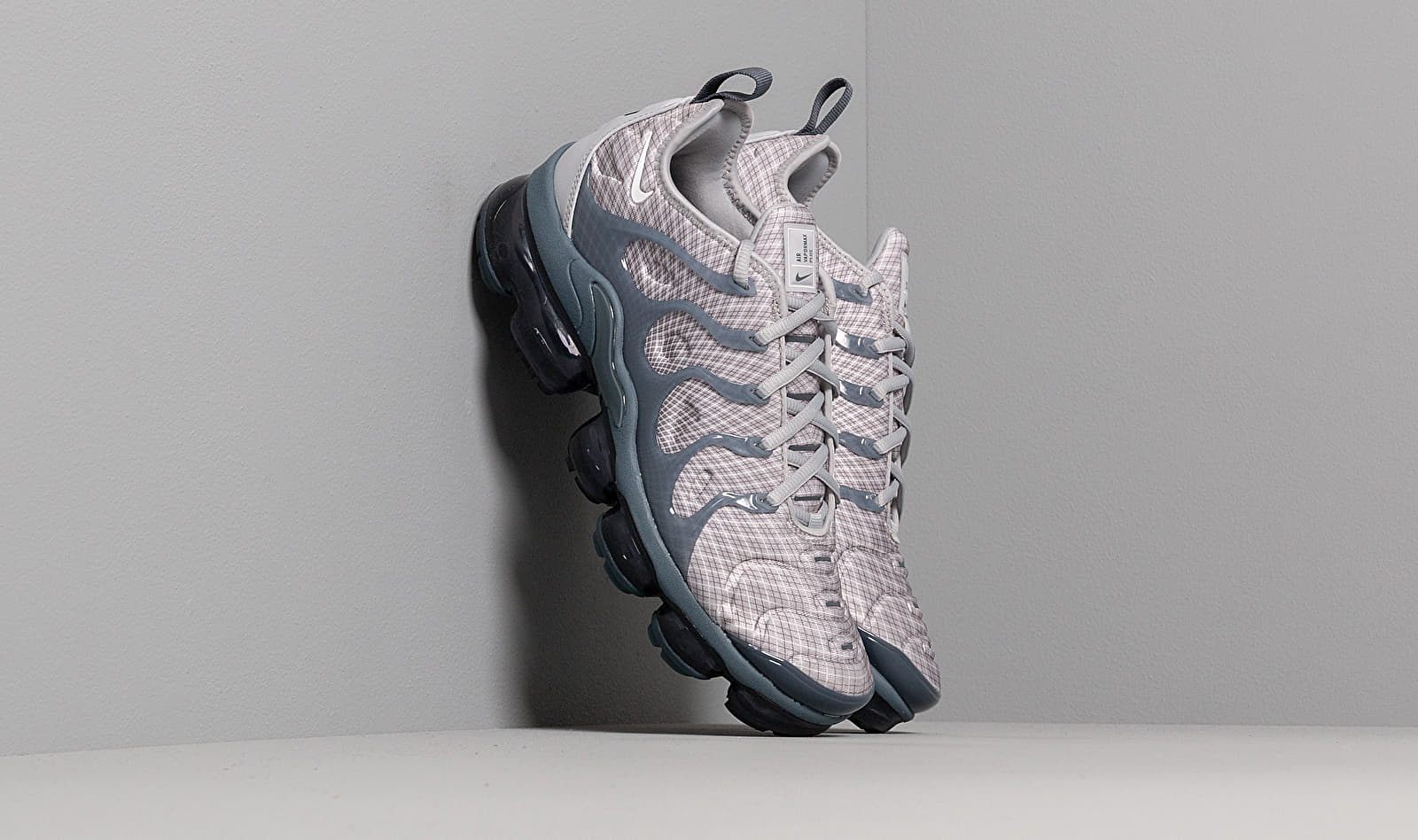 Nike Air Vapormax Plus Wolf Grey/ White-Dark Grey-Team Orange EUR 44