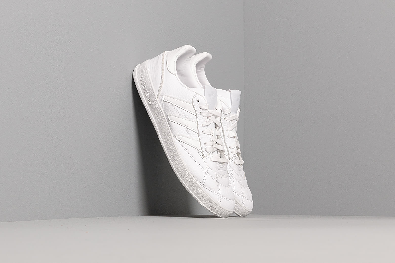 Chaussures et baskets homme adidas Sobakov P94 Ftw White/ Ftw White/ Scarlet