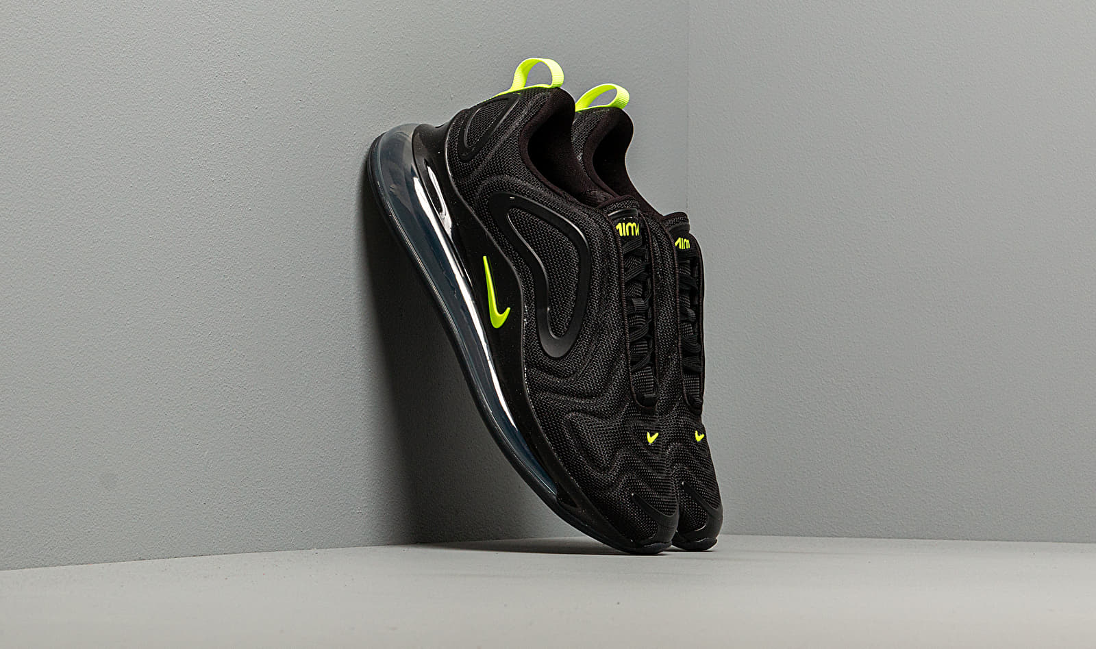 Nike Air Max 720 Black/ Volt-Anthracite EUR 44.5