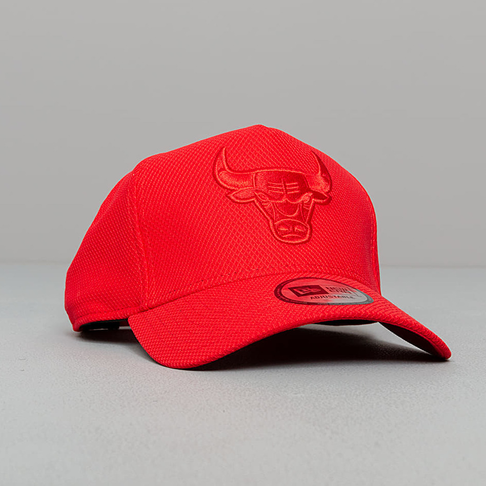 New Era MLB A Frame Team Tonal Chicago Bulls Cap Red OSFM