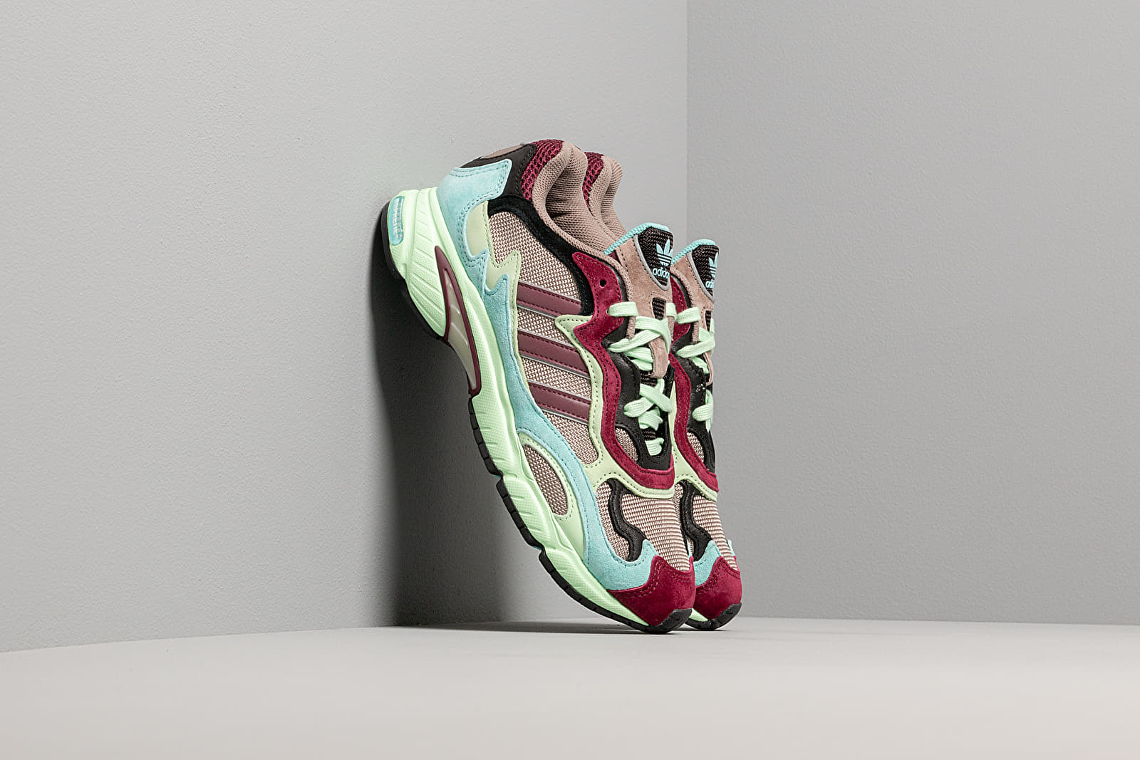 Чоловіче взуття adidas Temper Run Core Black/ Easy Mint/ Glow Green