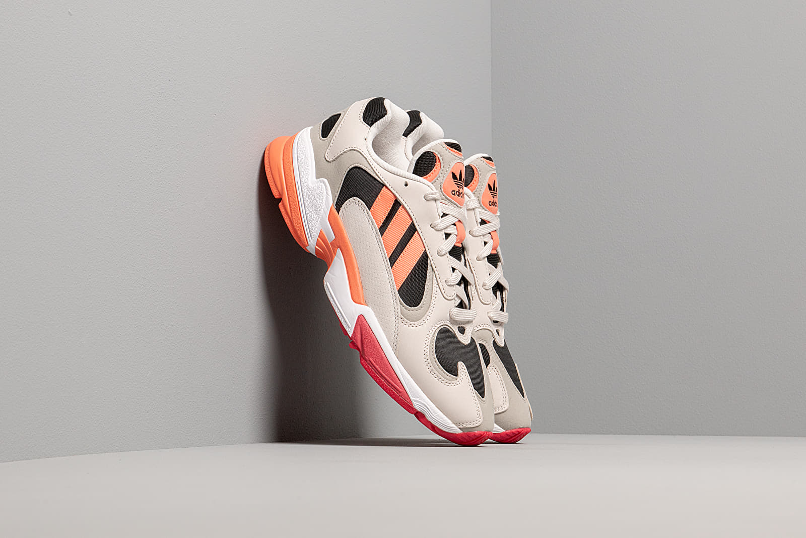 Männer adidas Yung 1 Core Black/ Semi Core Orange/ Raw White