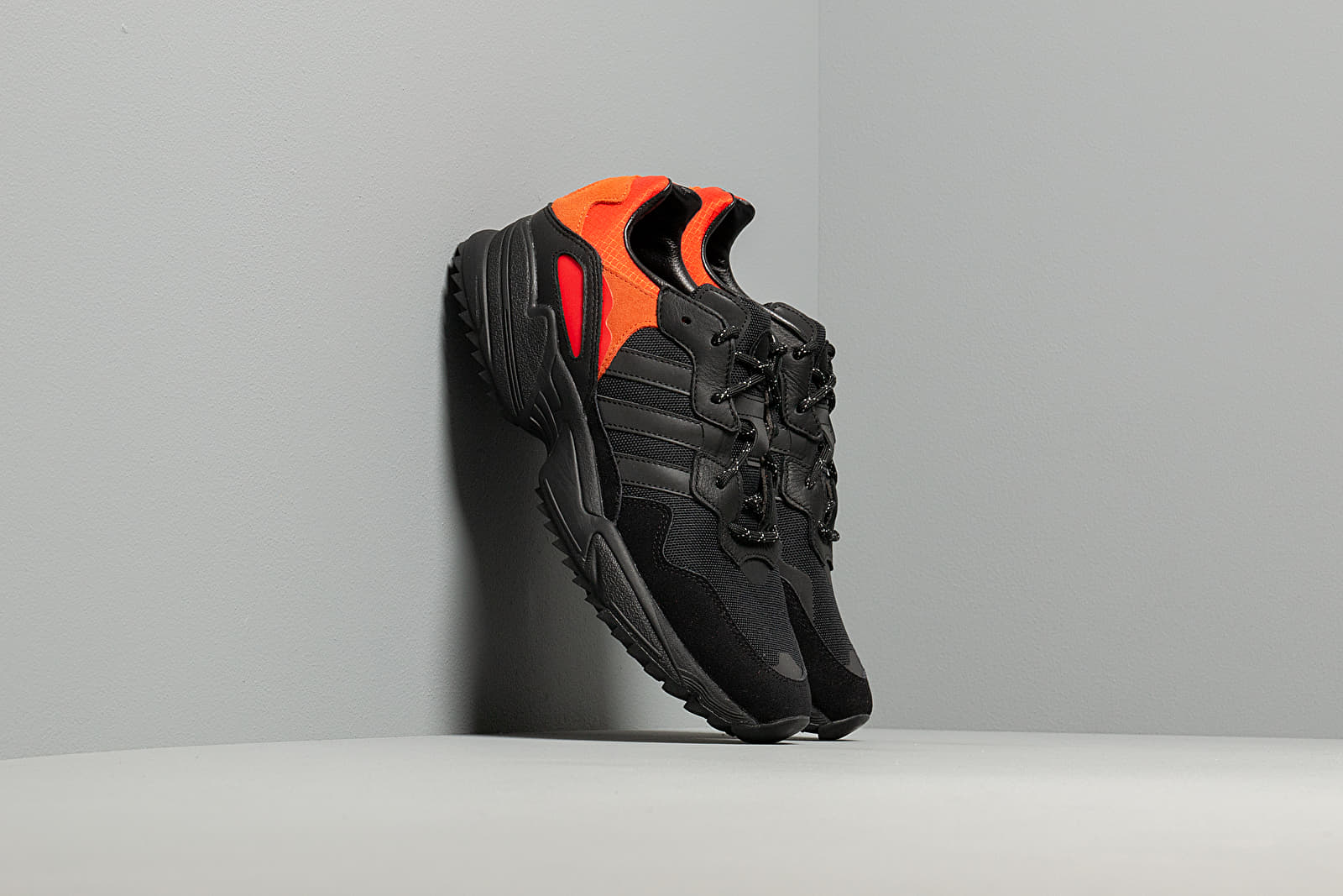 Ανδρικά παπούτσια adidas Yung-96 Trail Core Black/ Trace Green Metalic/ Flace Orange