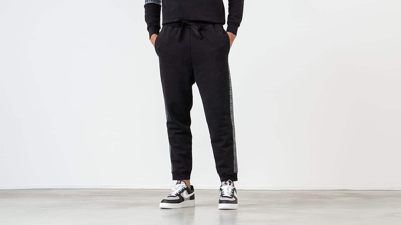 Jogger Pants MAISON KITSUNÉ Pants Black