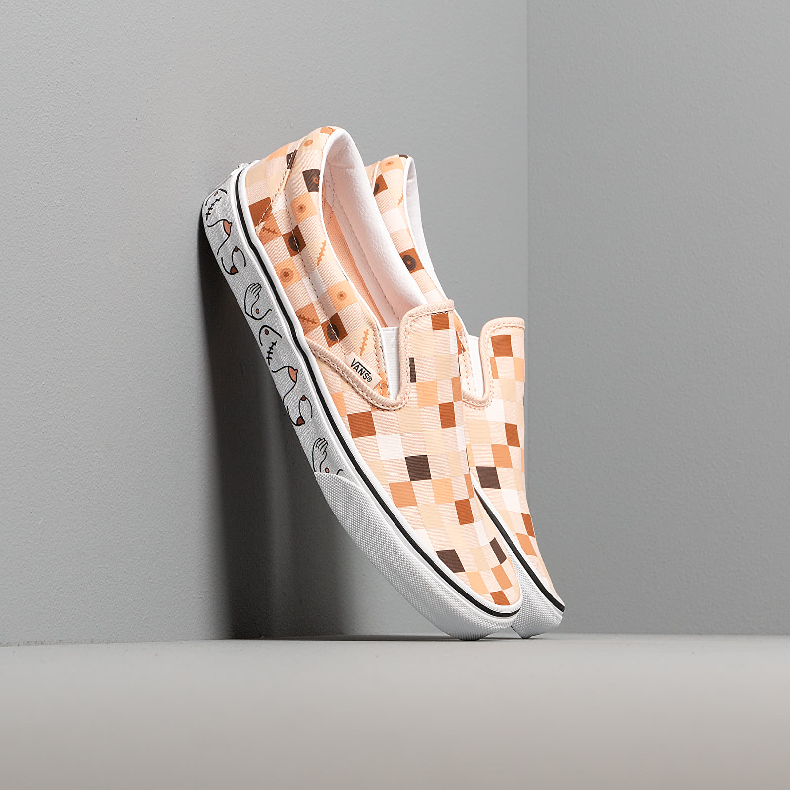 Scarpe e sneaker da uomo Vans Breast Cancer Awareness Classic Slip-On Nude Check/ True White