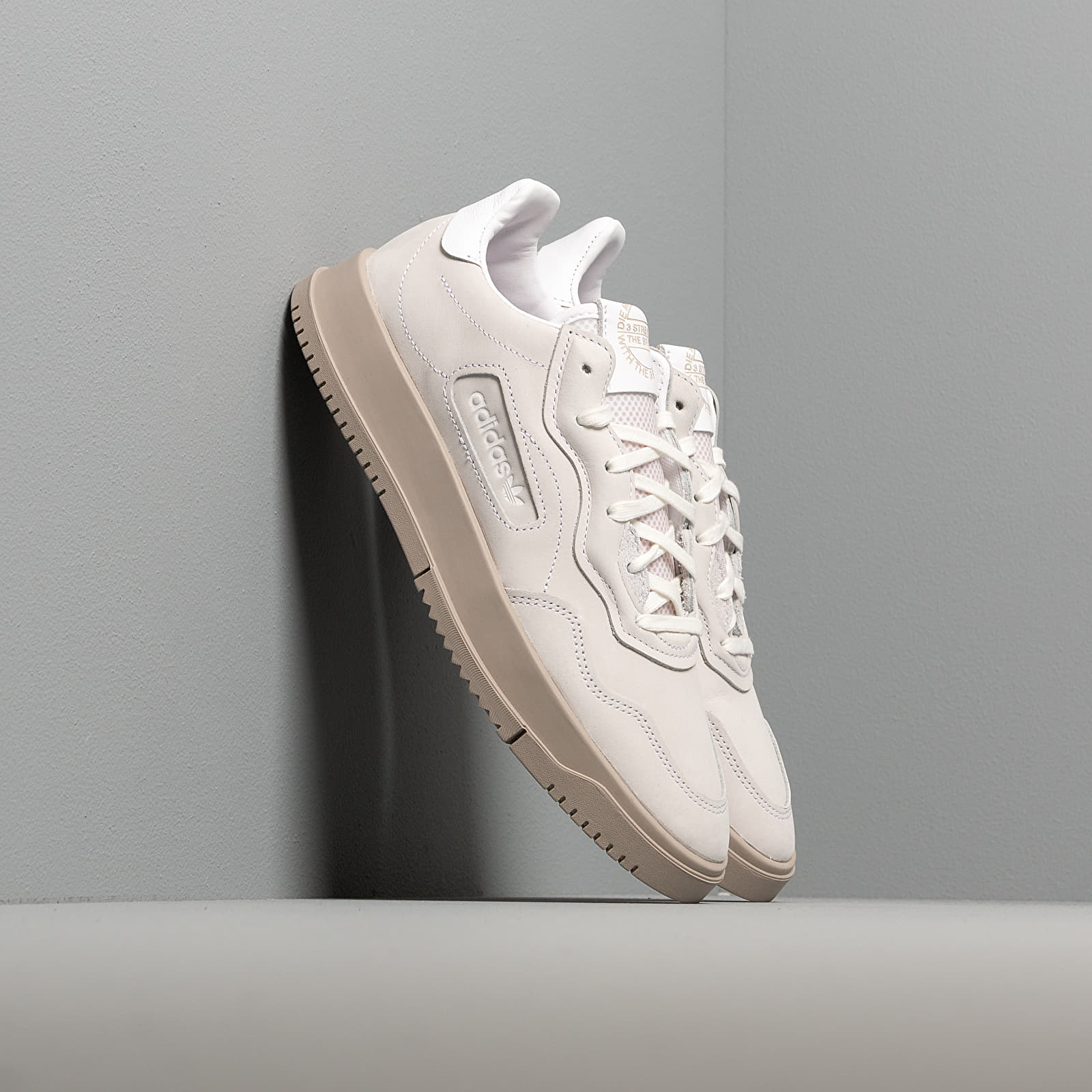 Chaussures et baskets femme adidas SC Premiere W Ftw White/ Ftw White/ Light Brown