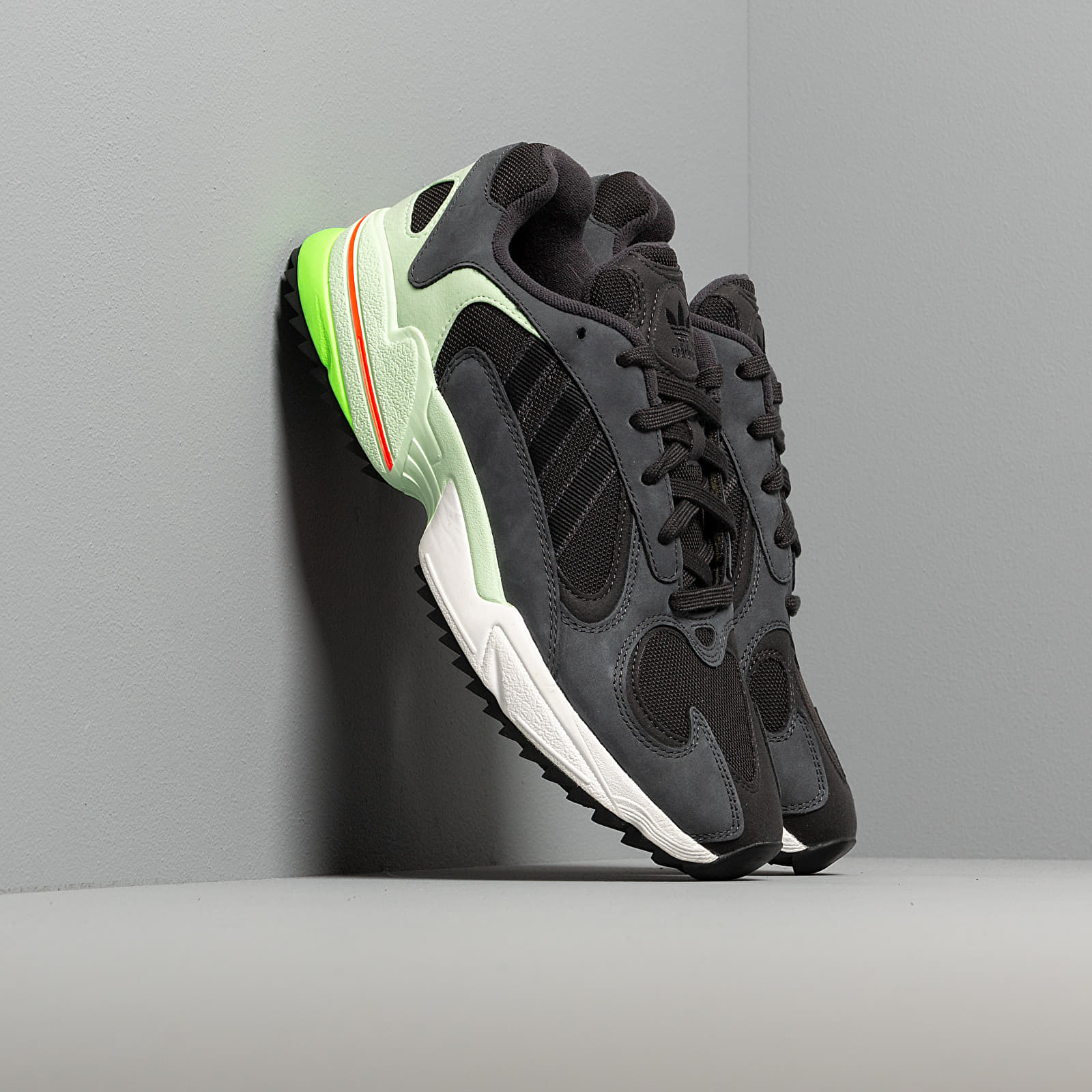 Férfi cipők adidas Yung-1 Trail Carbon/ Core Black/ Glow Green