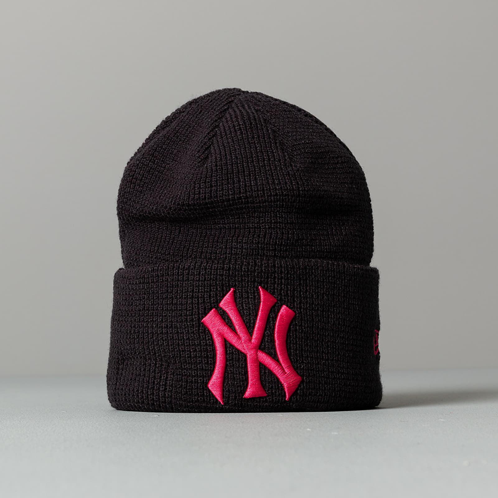 New Era MLB Essential Cuffed Beanie New York Yankees
