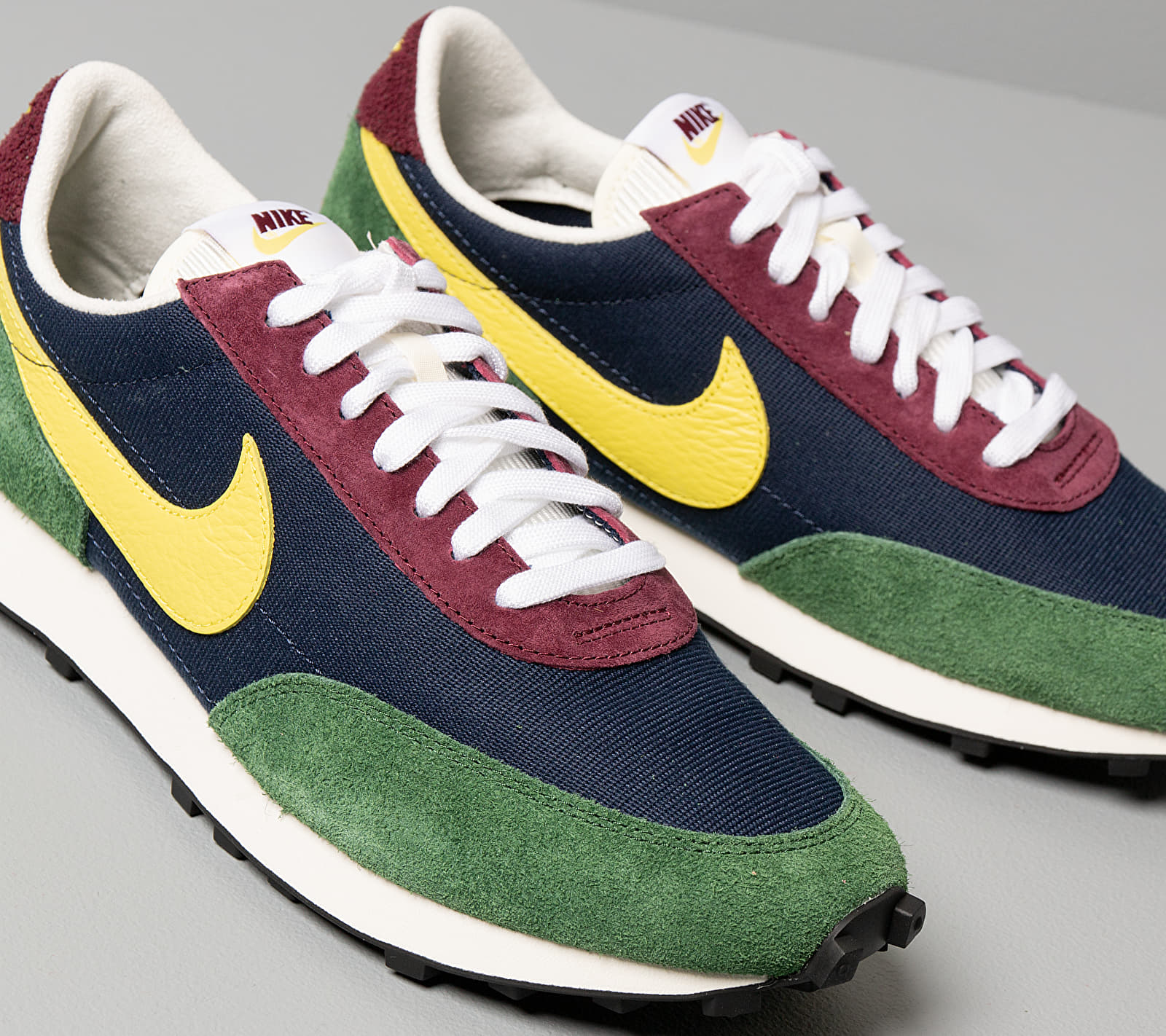Nike Daybreak Obsidian/ Dynamic Yellow-Cosmic Bonsai, Multicolour