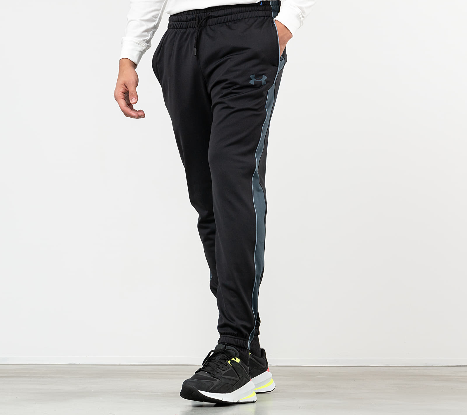 Under Armour Unstoppable Essential Track Pants Black