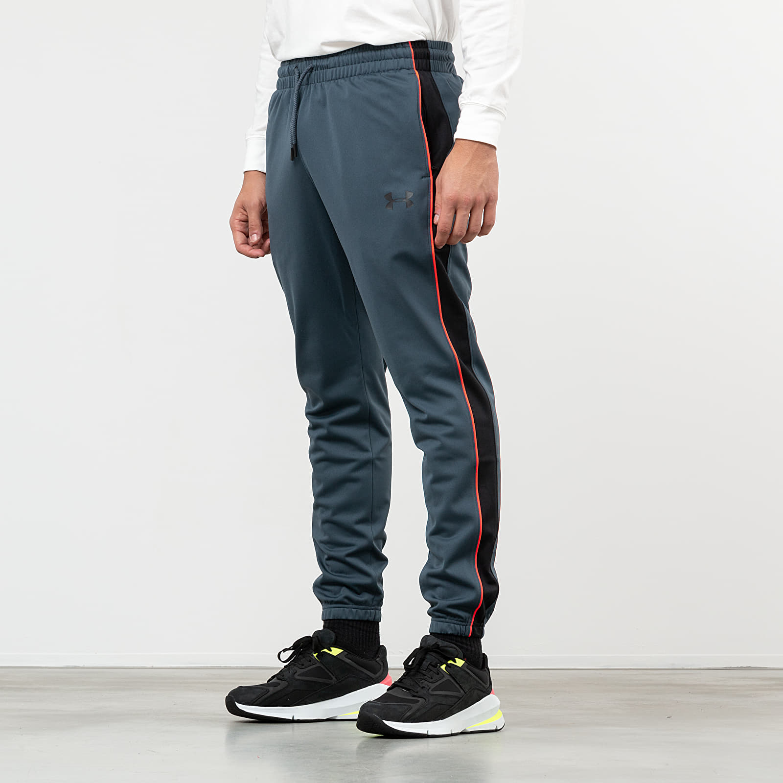 Džíny a kalhoty Under Armour Unstoppable Essential Track Pants Grey
