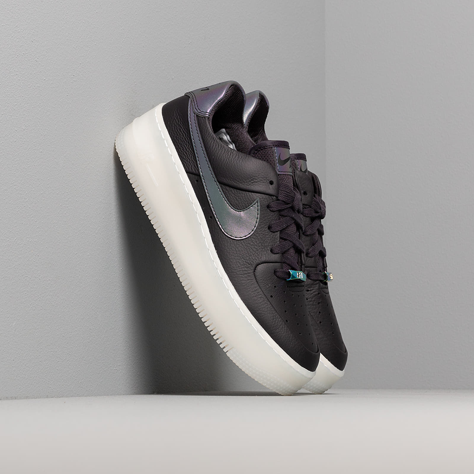 Nike W Air Force 1 Sage Low LX